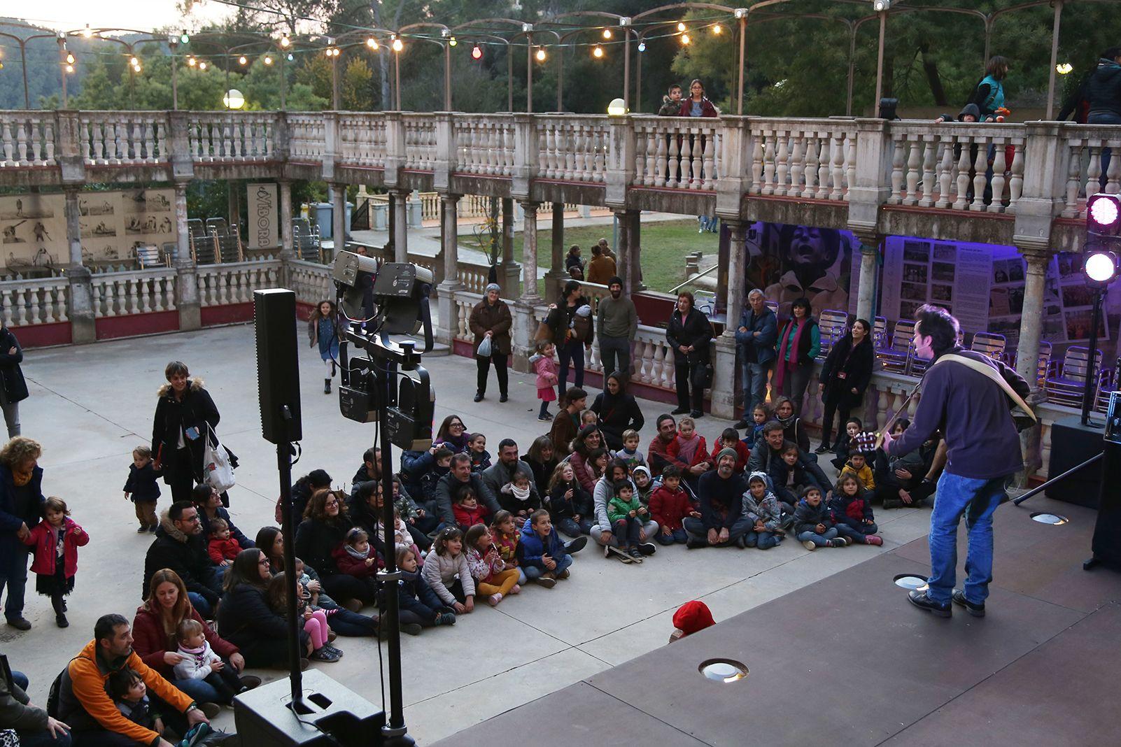 Espectacle per al caga tió a La Floresta. FOTO: Anna Bassa