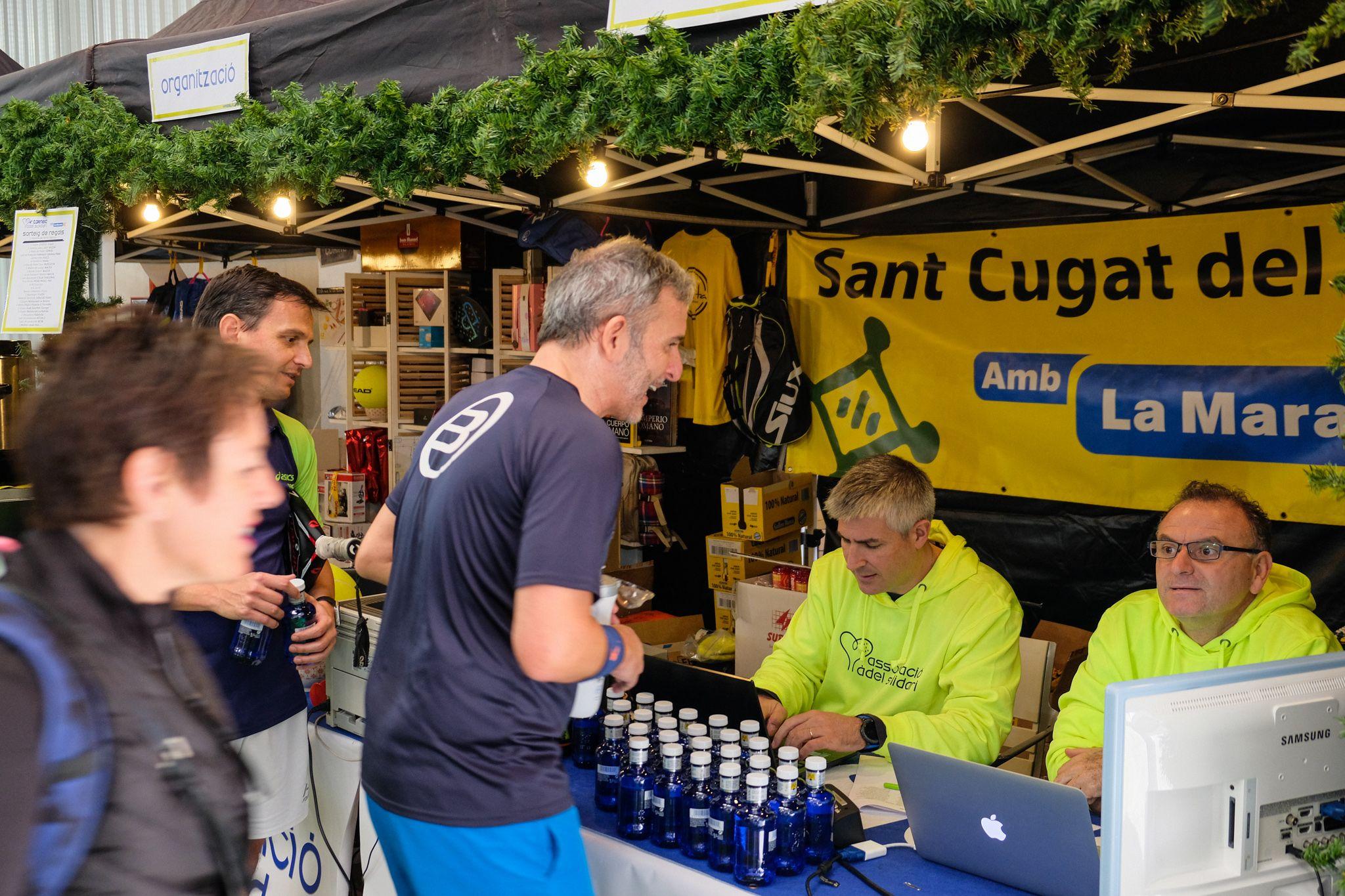 Torneig de pàdel al 'Pàdel Indoor DiR Sant Cugat' per la Marató. FOTO: Ale Gómez
