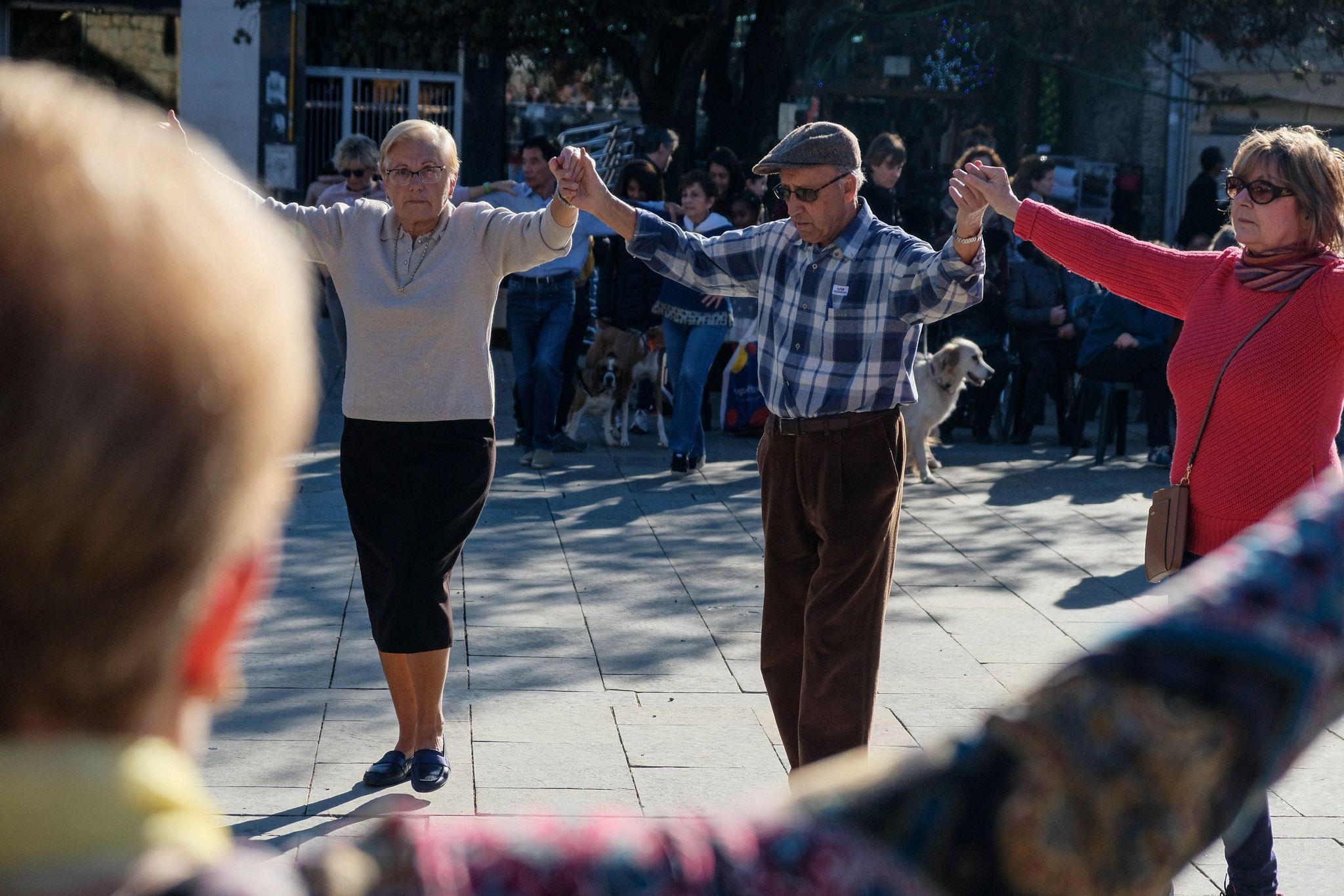 Ballada de Sardanes a la plaça d'Octavià. FOTO: Ale Gómez
