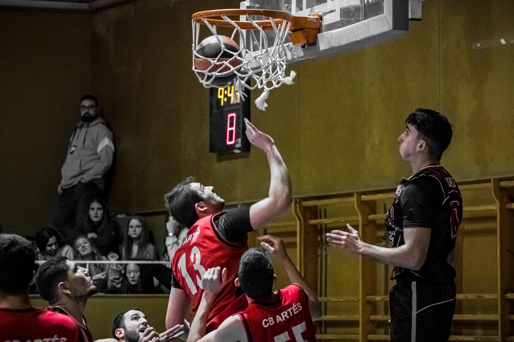 Partit de lliga de bàsquet masculí: UE Sant Cugat FC-CB Artés. FOTO: Ale Gómez