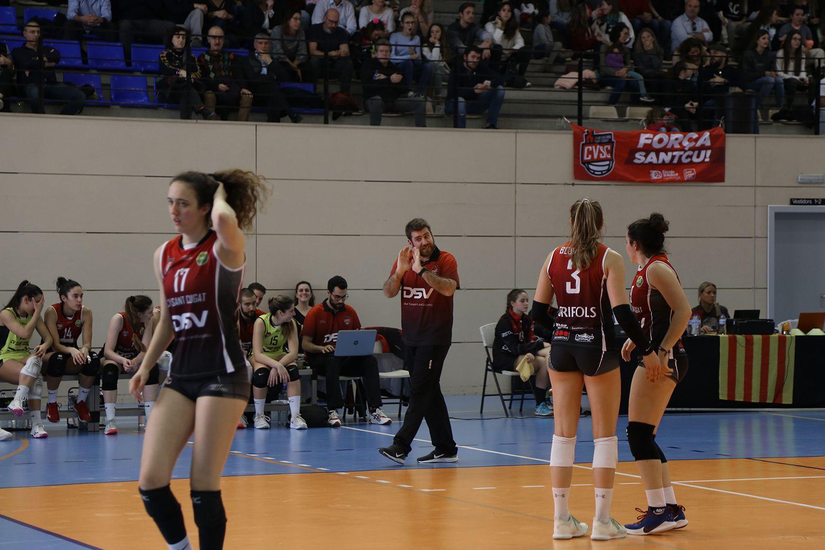 Partit de lliga voleibol femení CV Sant Cugat-CVB Barça. FOTO: Anna Bassa