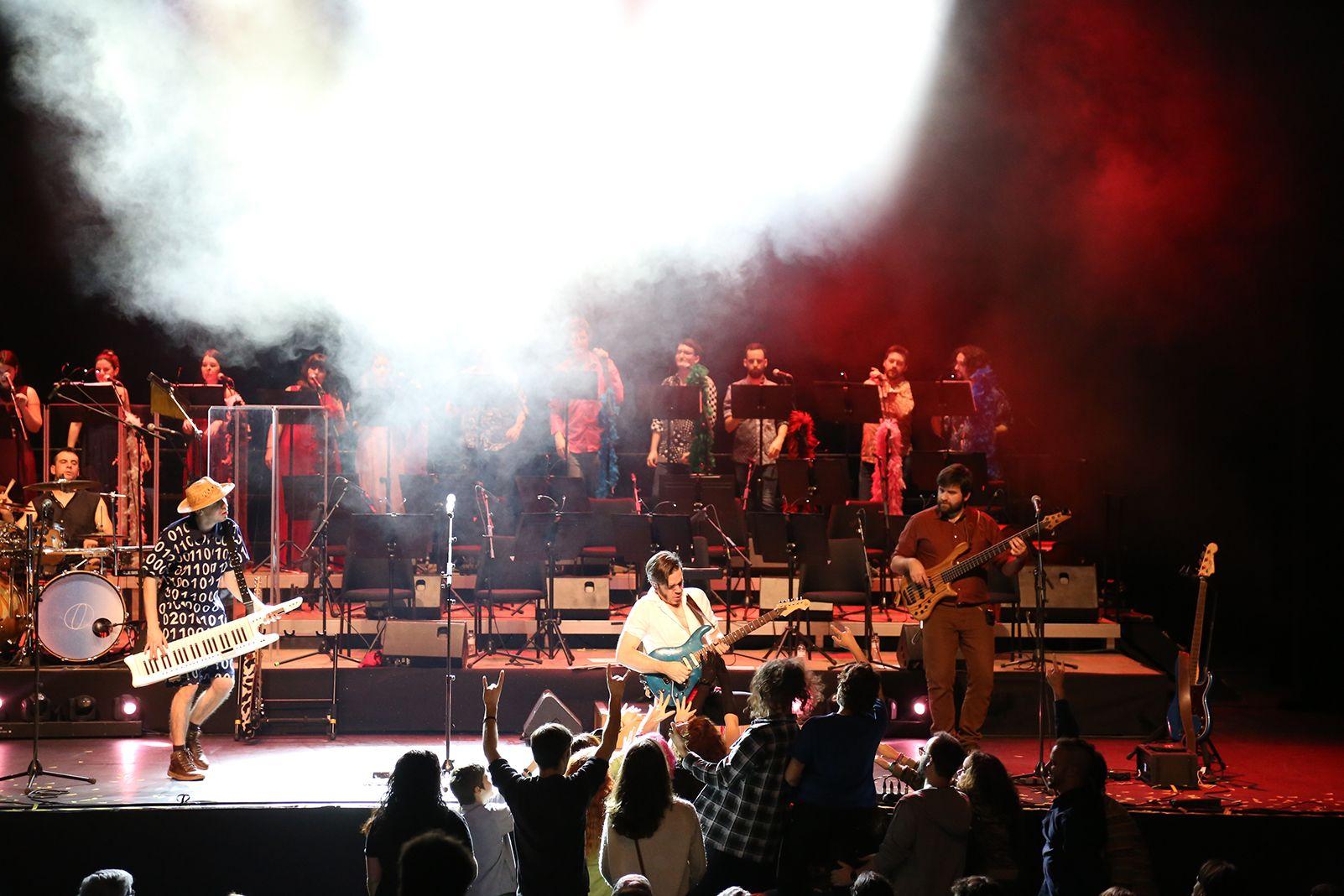 Concert d'Obeses amb la cobla de Berga Jove i el cor d'Obeses. FOTO: Anna Bassa