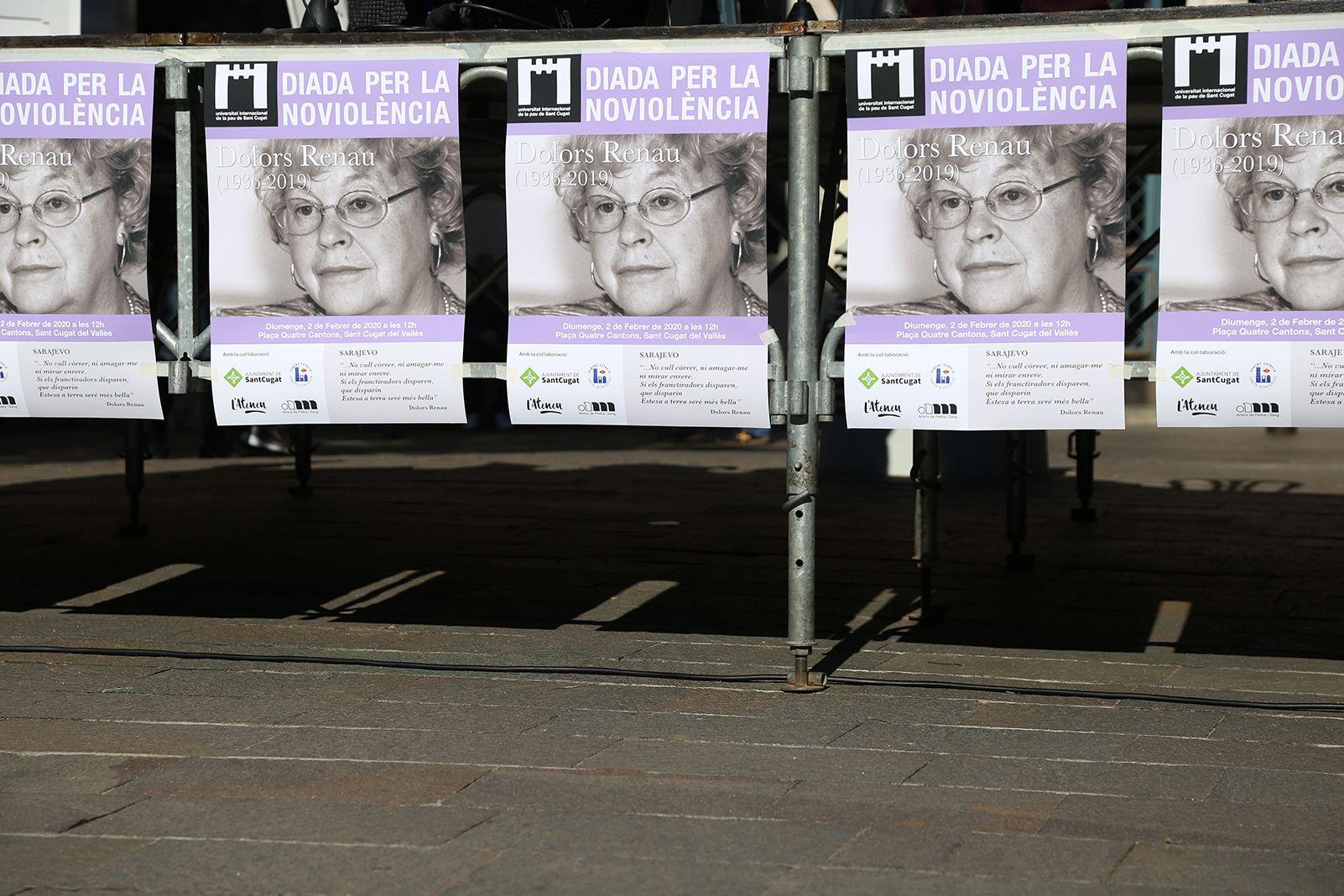 Recoradatori a dolors Renau per la diada per la No-Violència a Sant Cugat. foto: Anna Bassa