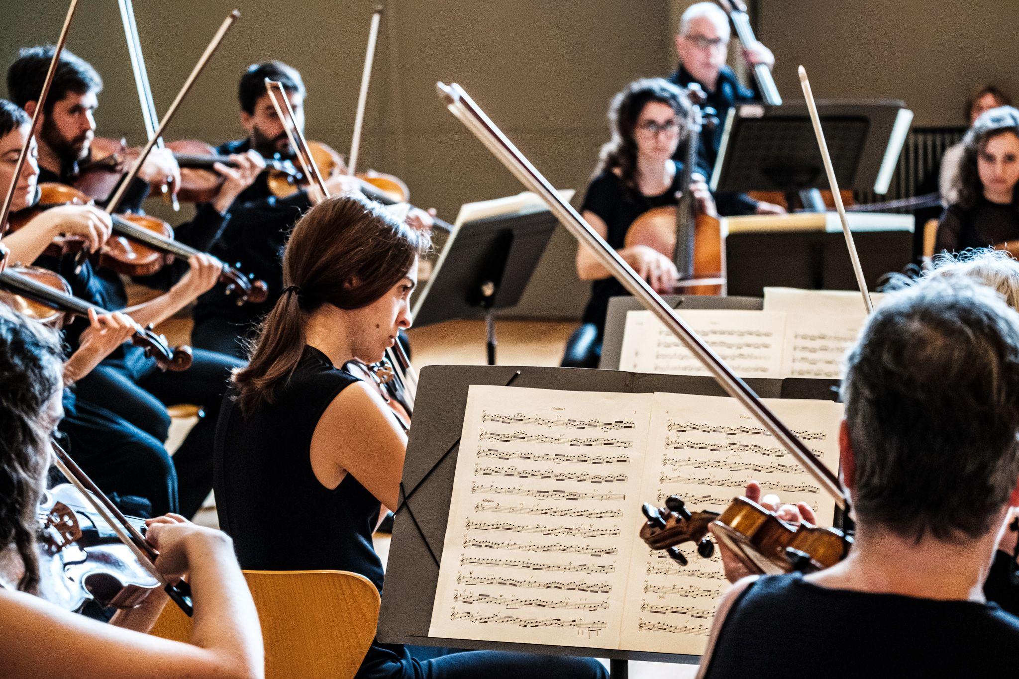 """Concert """"El violí com a solista"""" a l'Escola Municipal de Música i el Conservatori Victòria dels Àngels. FOTO: Ale Gómez"""