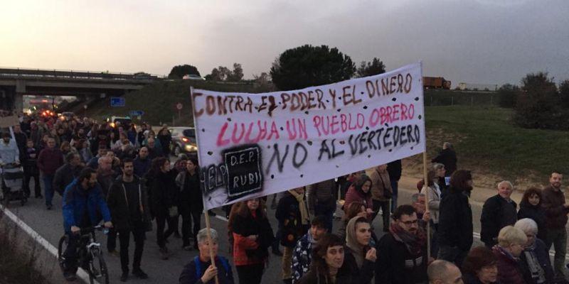 Manifestació contra l'abocador de Rubí. FOTO: Ferran Mitjà
