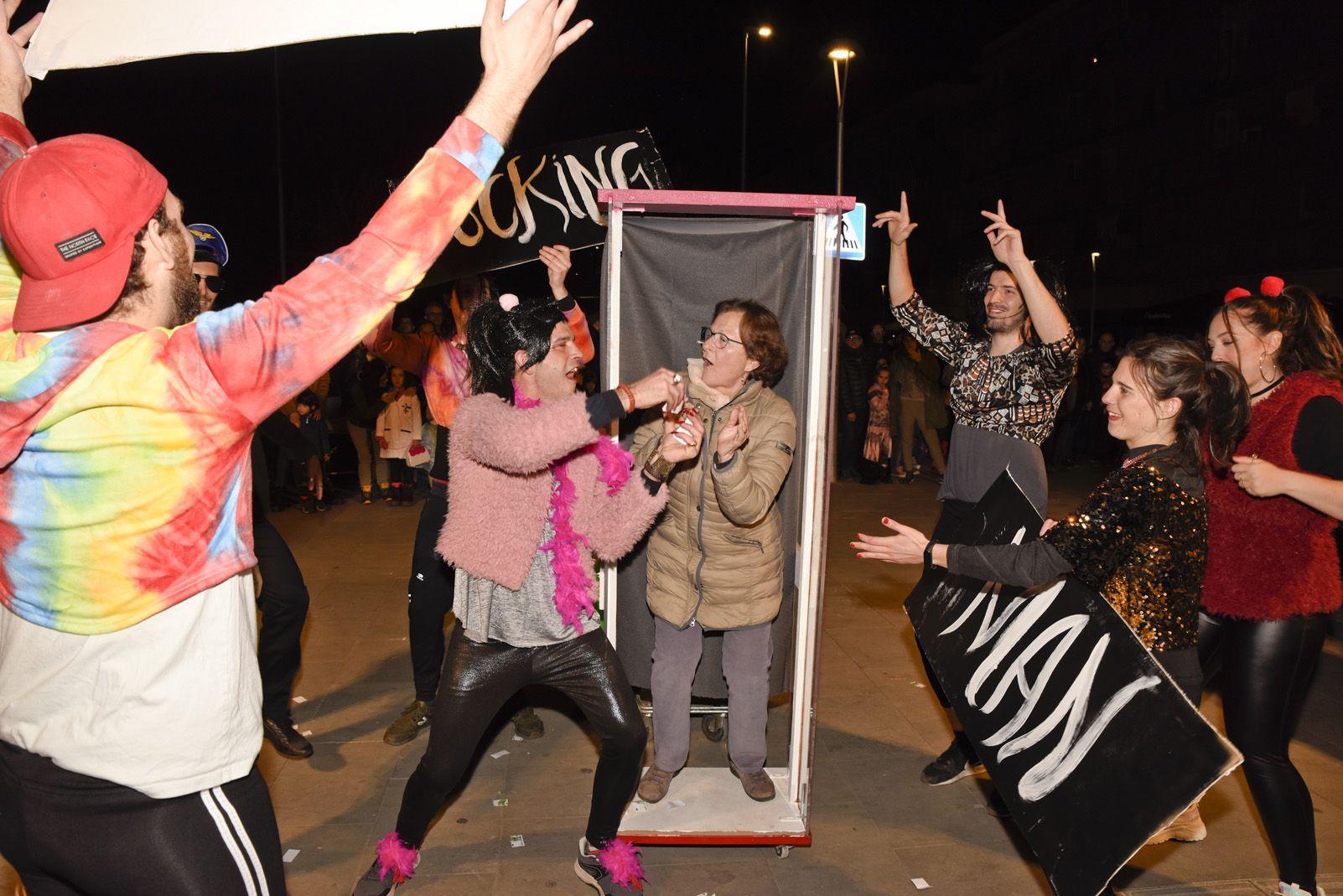 Rua de comparses infantil i adults de Carnaval. Foto: Bernat Millet.