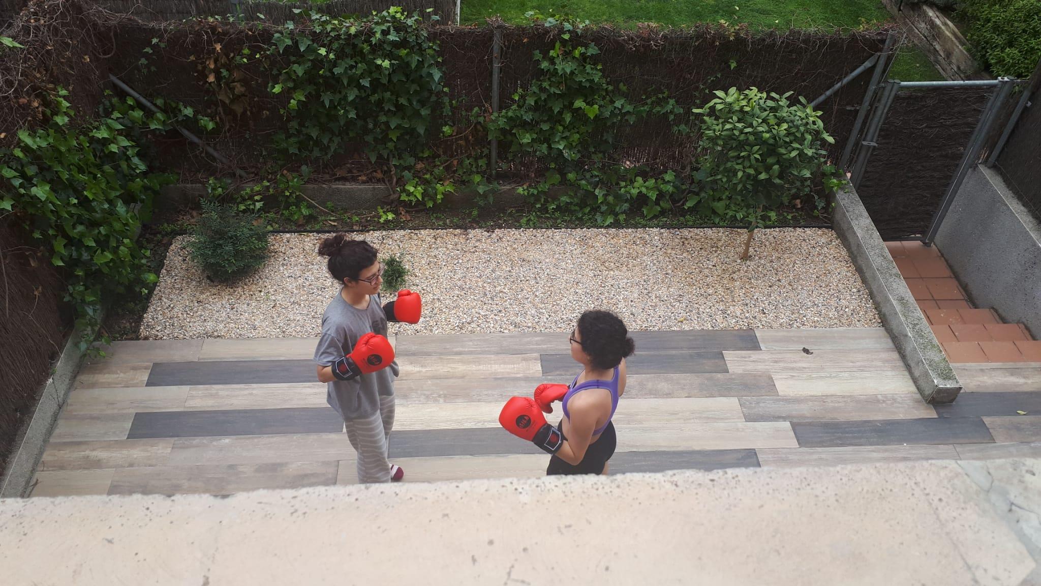 Fent boxa al pati.