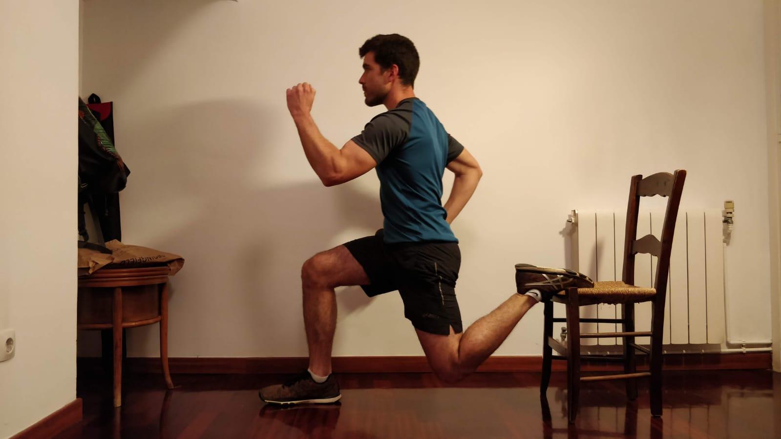Bernat Tous, capità del CH Sant Cugat, realitzant exercici a casa. FOTO: Cedida