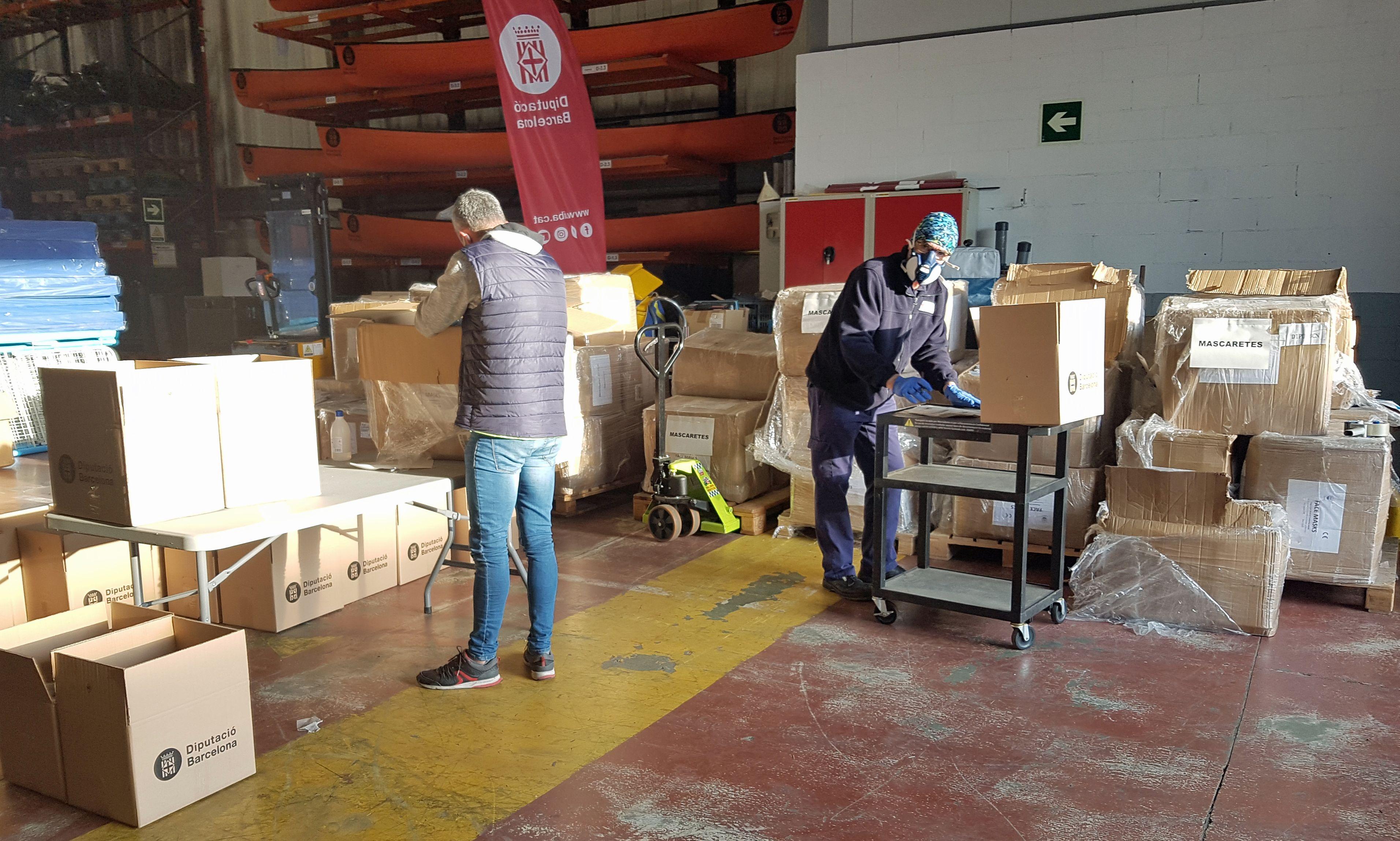 Membres de la Diputació preparant material per lluita contra el Coronavirus FOTO: Cedida