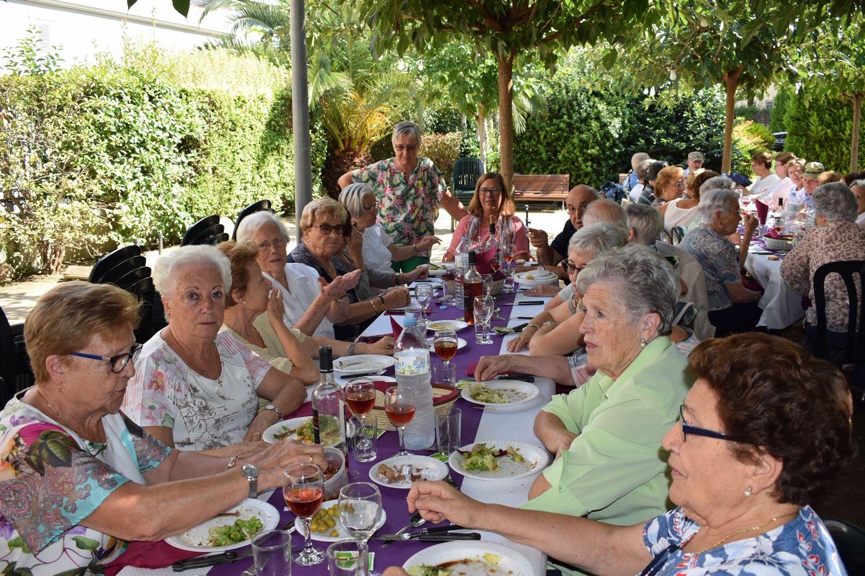 Apats i celebracions al jardí de la llar FOTO: Cedida