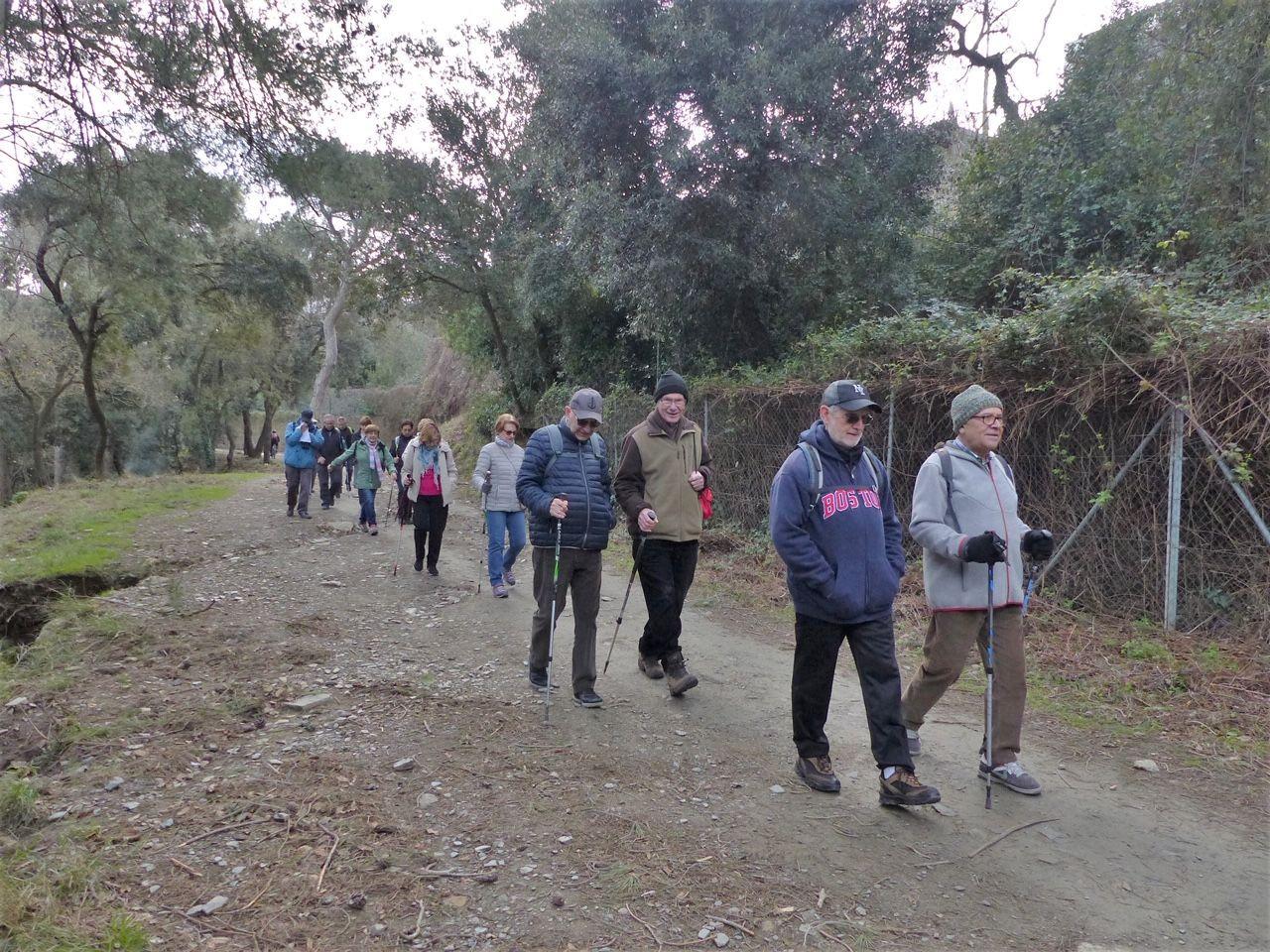 Els socis durant una caminada per la muntanya FOTO: Cedida