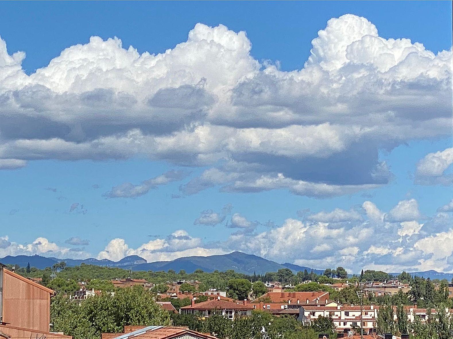 'CEL  I  TERRA' - feta a Sant Cugat -- Sant Llorenç de Munt i l'oban. FOTO: Santiago Garcia Revilla