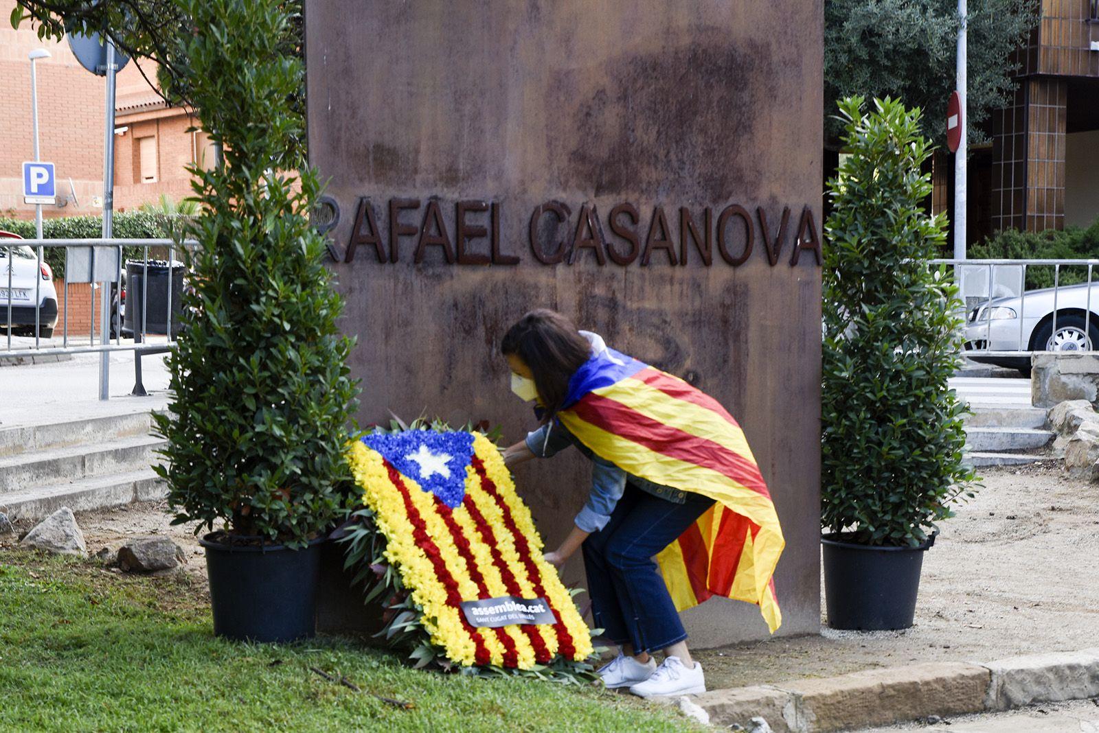 Ofrena floral de l'Assemblea Nacional Catalana al monument de Rafael Casanova. Foto: Bernat Millet.