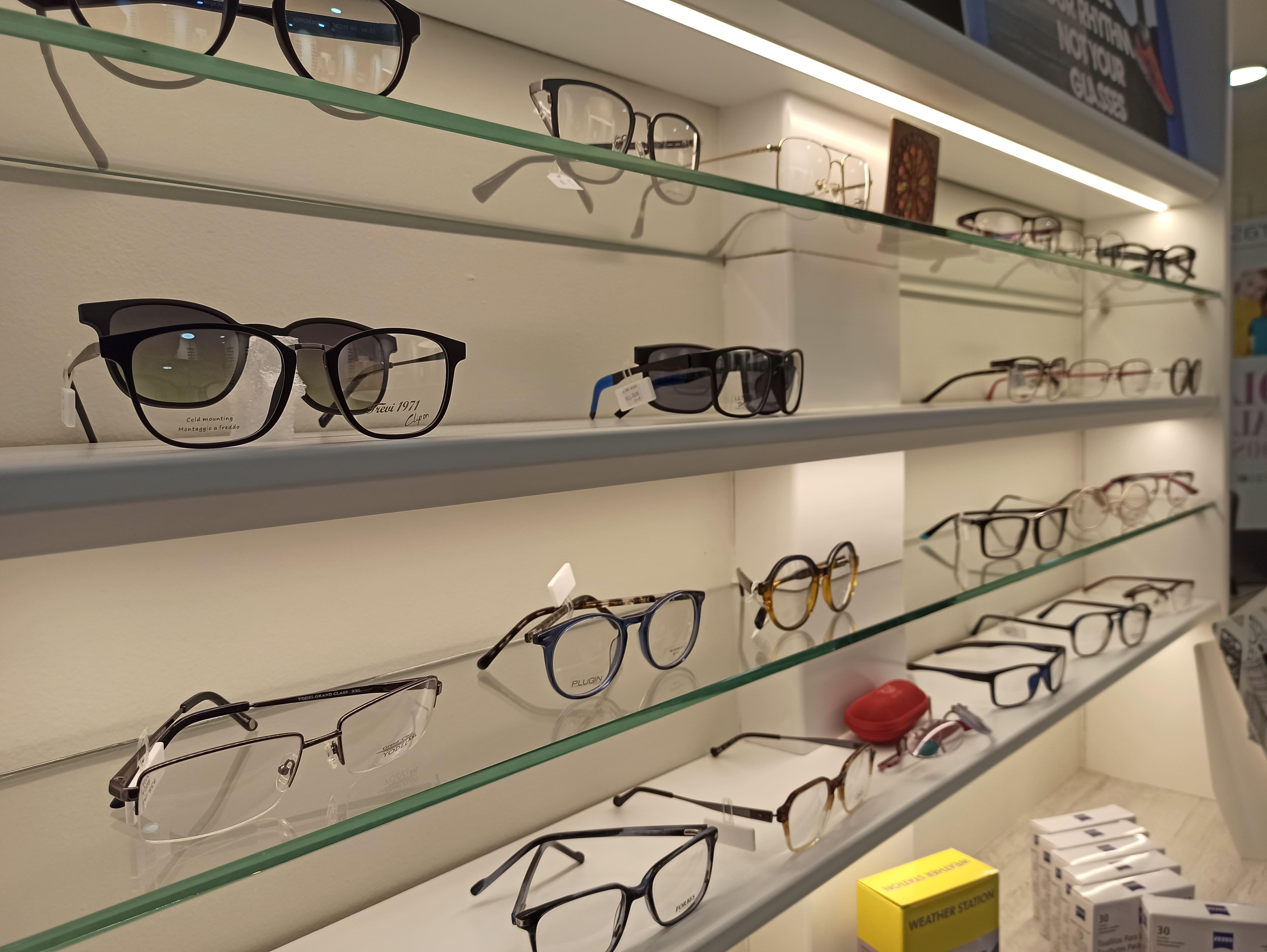 Ampli ventall d'ulleres graduades i de sol FOTO: Cedida