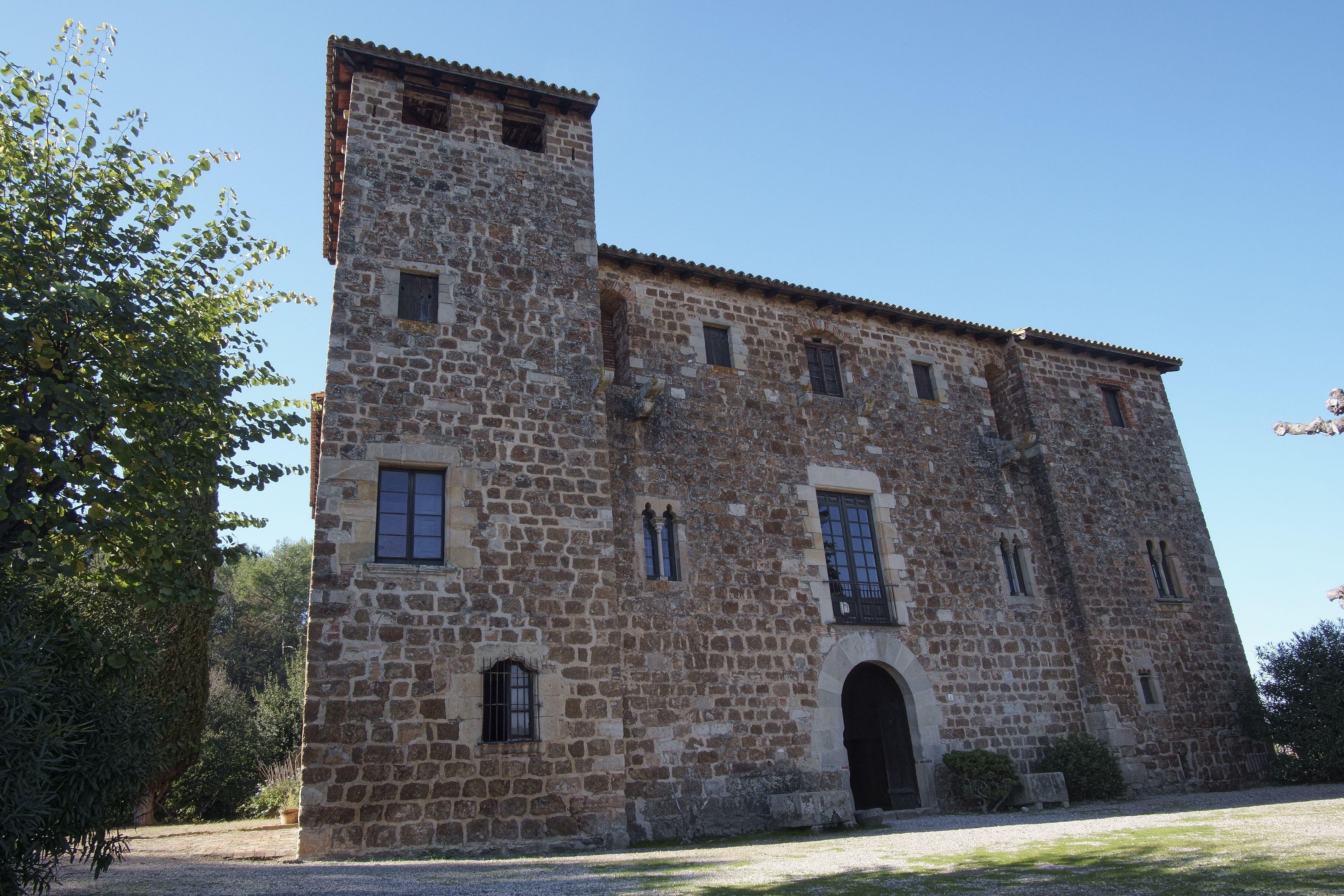 La masia de Torre Negra, des de diferents angles. FOTOS: Quim Llop