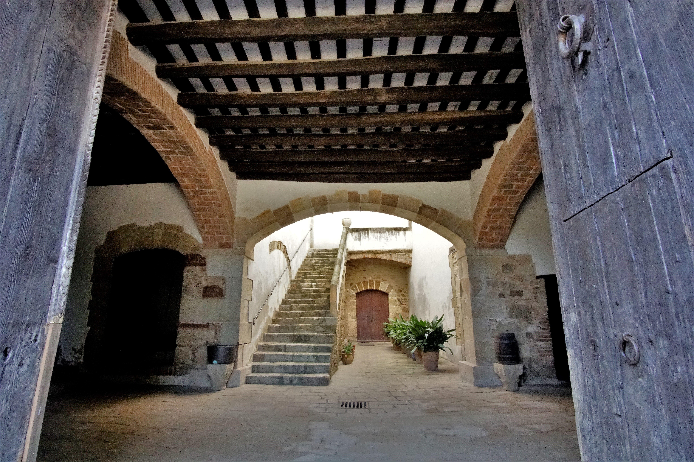 Pati interior de la masia de Torre Negra. FOTOS: Quim Llop
