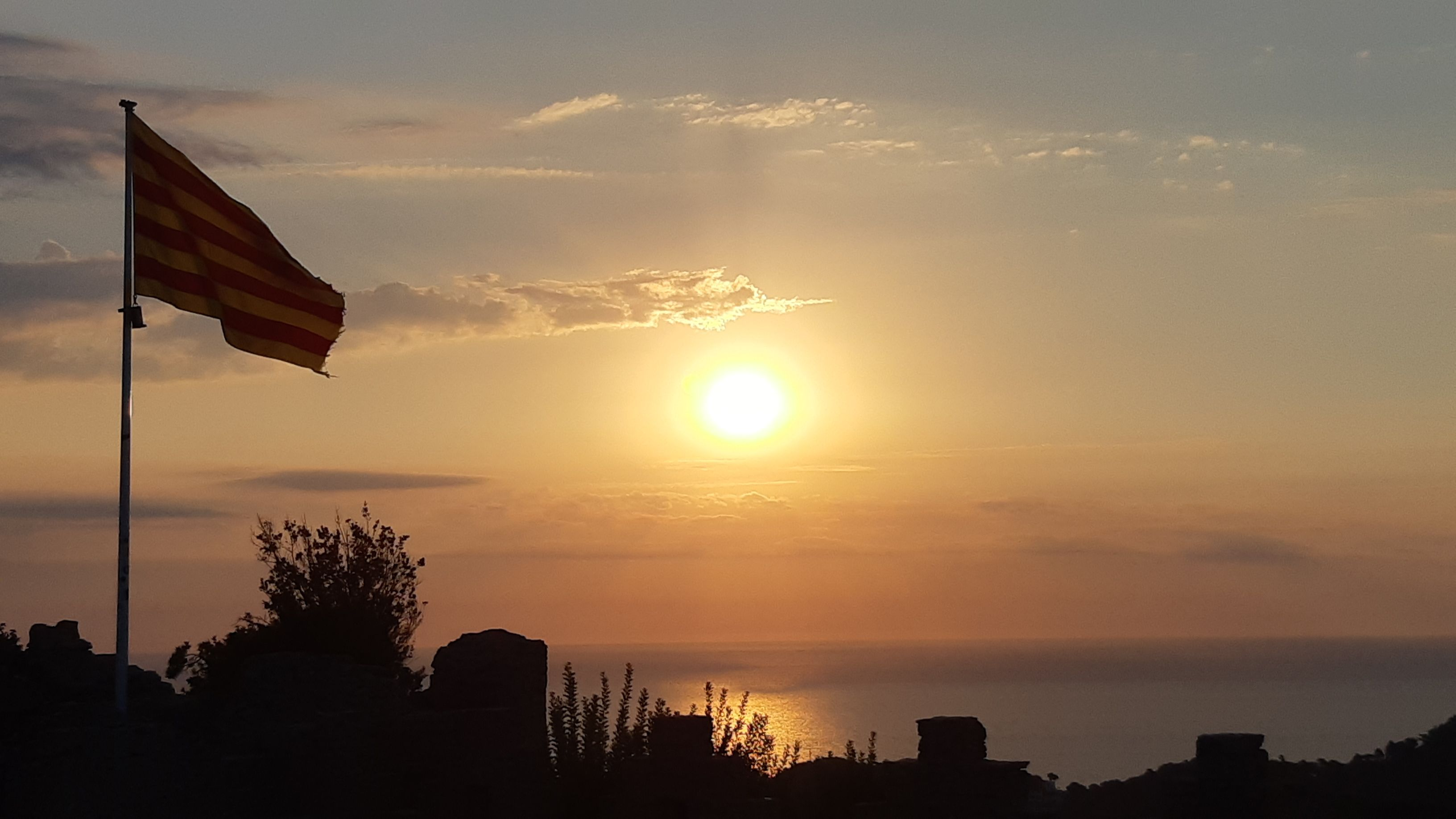 Alba des del castell. Des del Castell de Begur#CARLOS CARRETERO ADELANTADO 272