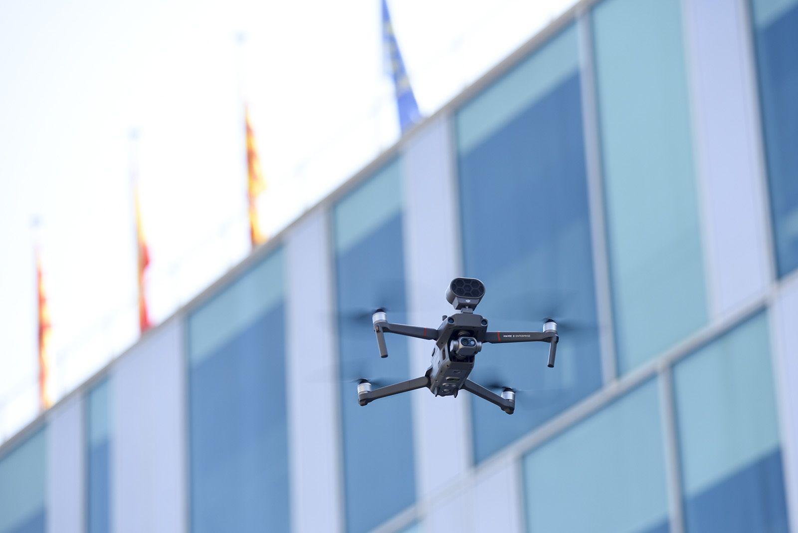 Sant Cugat va posar en marxa un dron per fer complir el confinament. FOTO: Bernat Millet