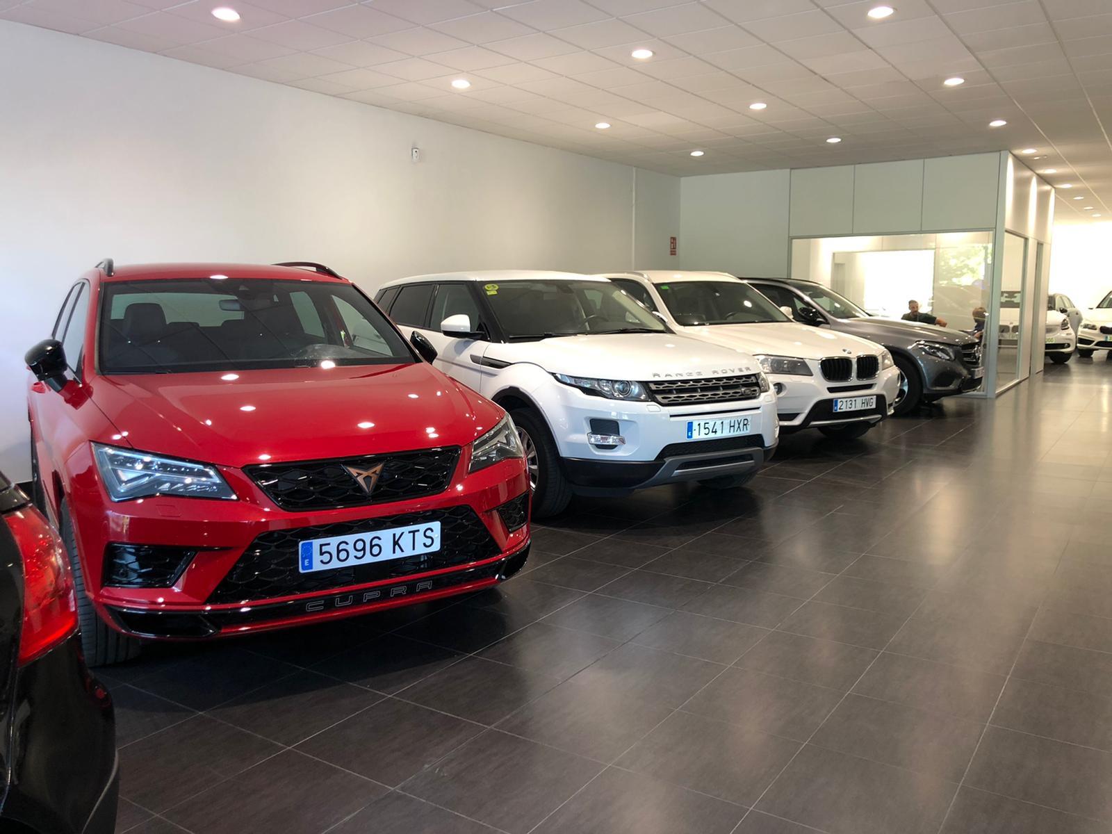 Cotxes a la botiga de Taxacio GSV a Sant Cugat. FOTO: Cedida