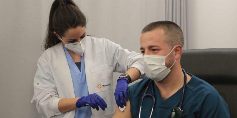 Primeres vacunes a sanitaris dels CAP de Sant Cugat