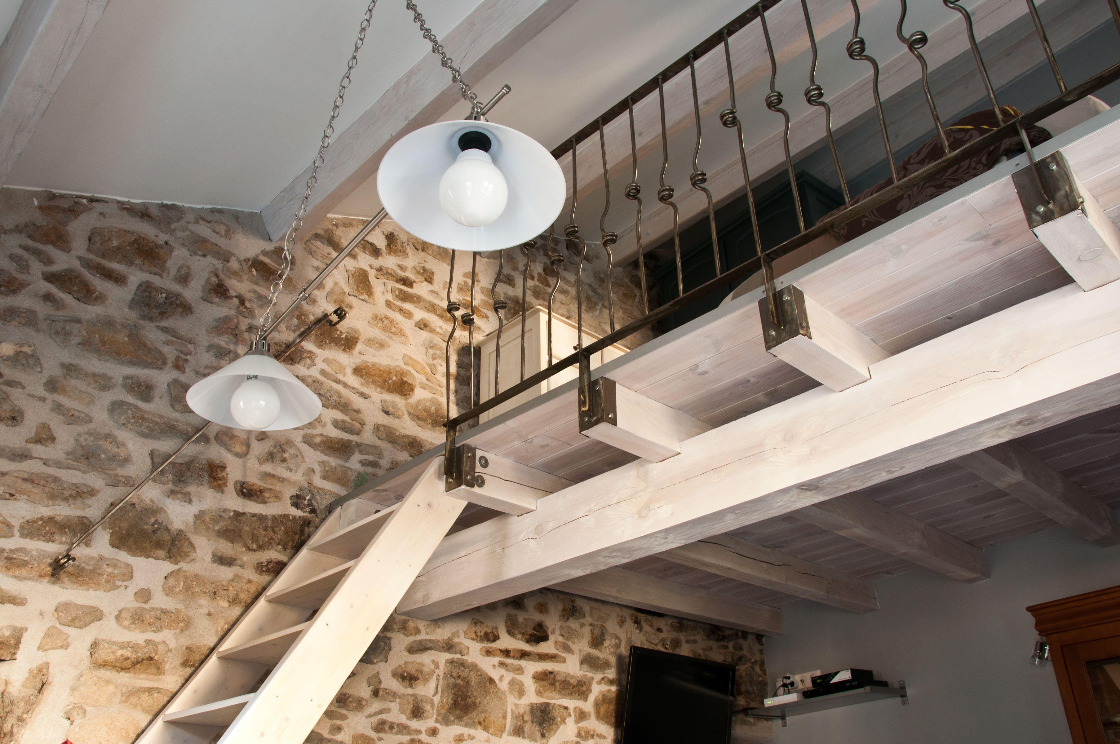 DECASA pintures, ideal per a fusta i ferro. FOTO: Cedida