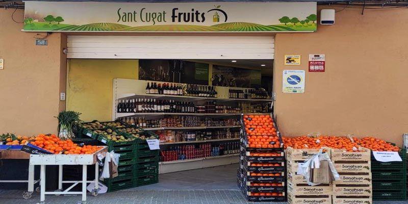 Façana del SantCugat Fruits del carrer Castillejos. FOTO: Cedida