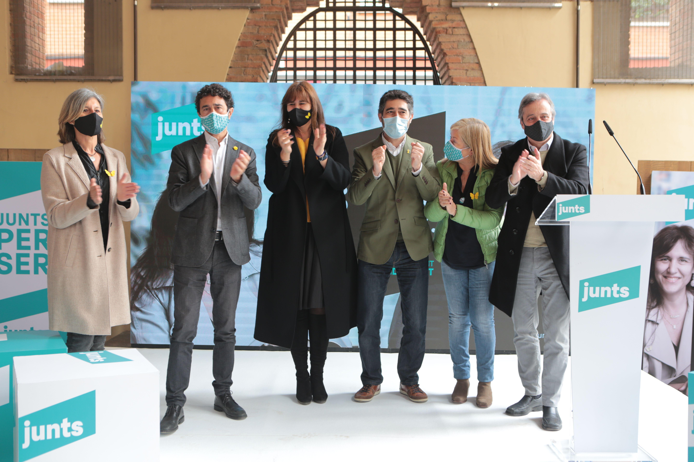 Carmela Fortuny, Damià Calvet, Laura Borràs, Jordi Puigneró, Àngels Ponsa i Antoni Morral (d'esquerra a dreta) en un acte de Junts per Catalunya a Sant Cugat. FOTO: Artur Ribera