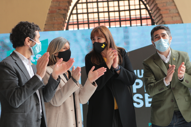 Damià Calvet, Carmela Fortuny, Laura Borràs i Jordi Puigneró (d'esquerra a dreta) en l'acte de Junts per Catalunya a Sant Cugat. FOTO: Artur Ribera