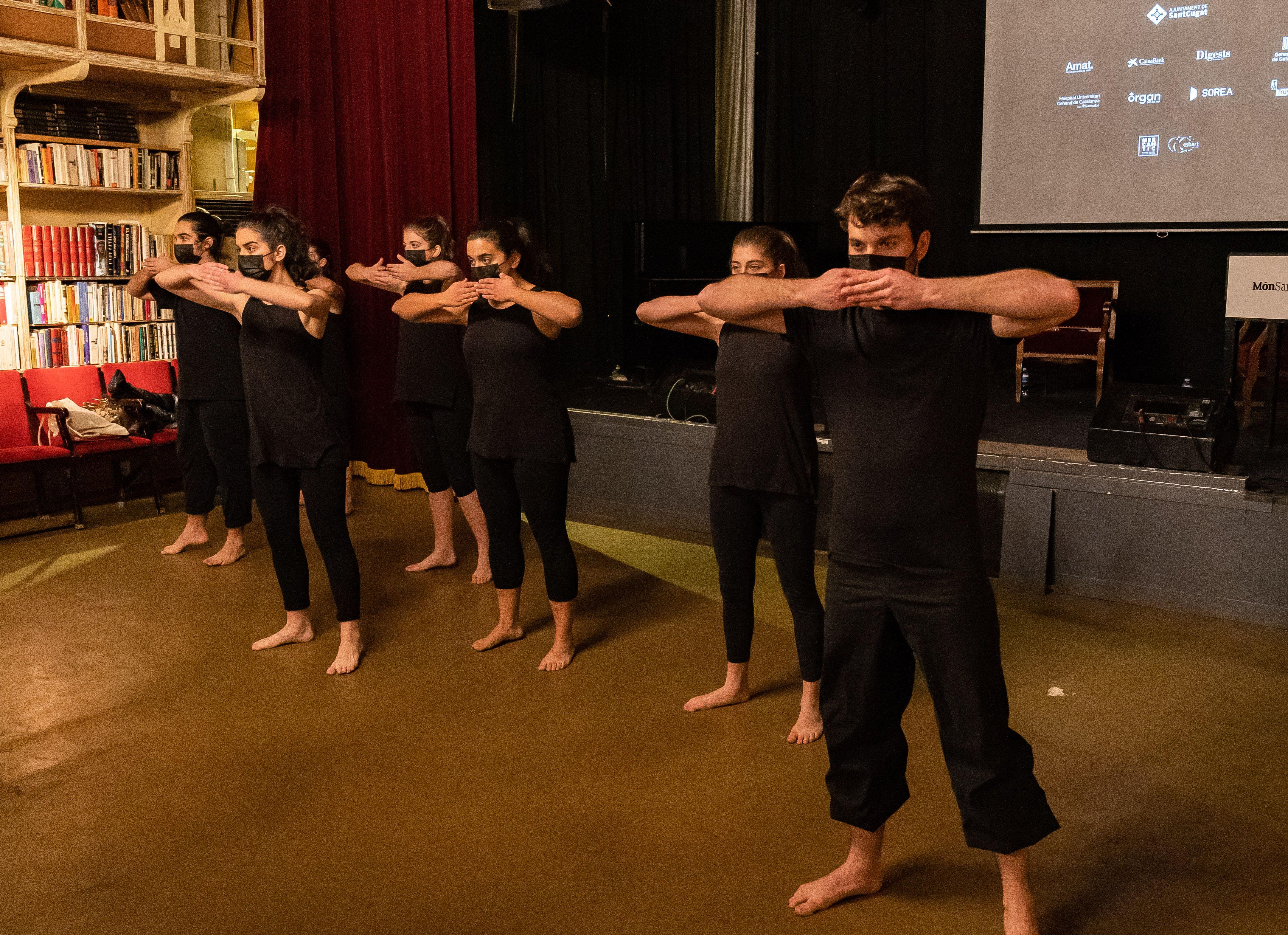 L'Esbart Sant Cugat en la presentació del Món Sant Cugat. FOTO: Mariana Castel
