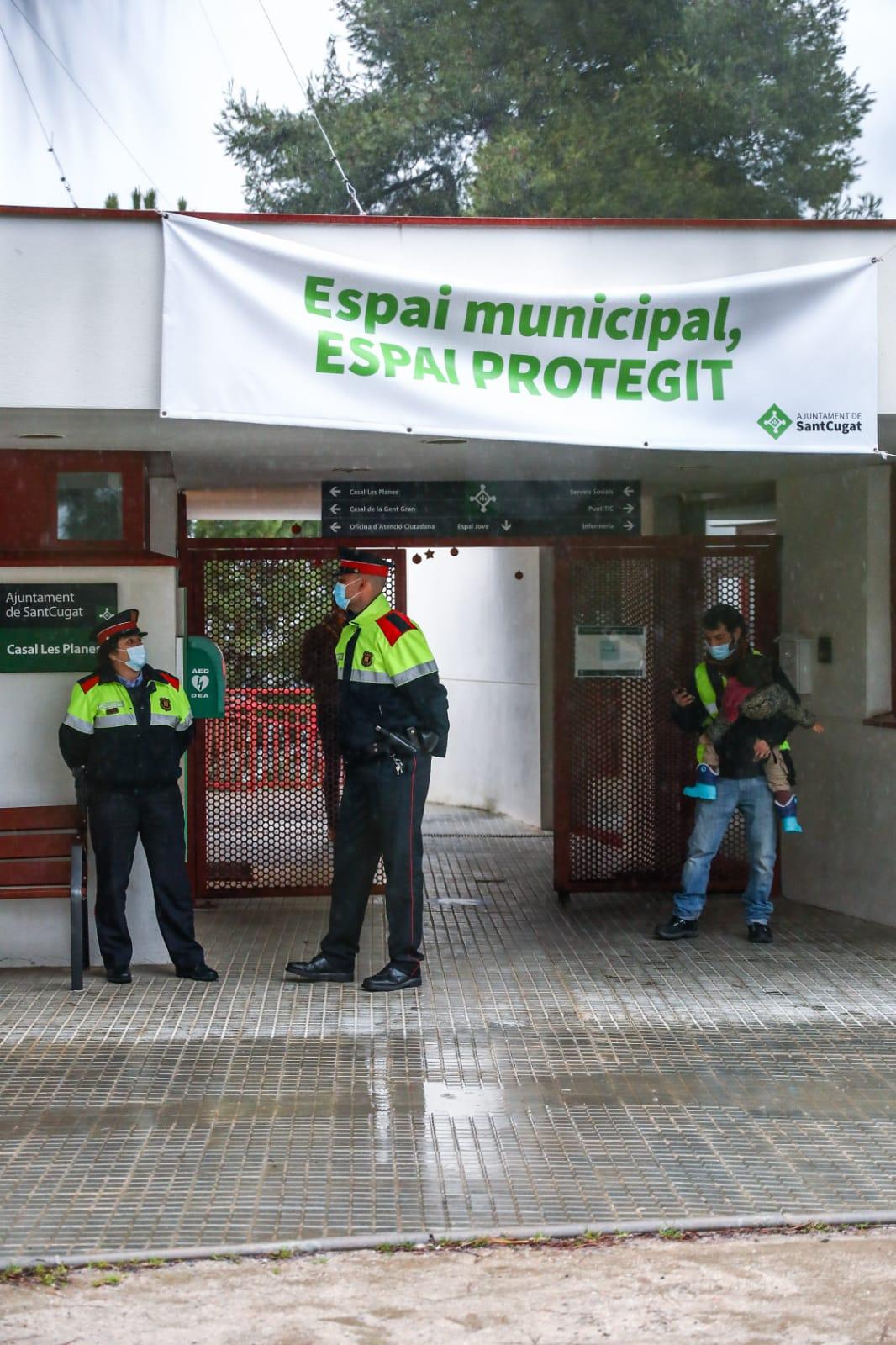 El Casal de Les Planes, preparat per acollir als votants. FOTO: Lali Puig