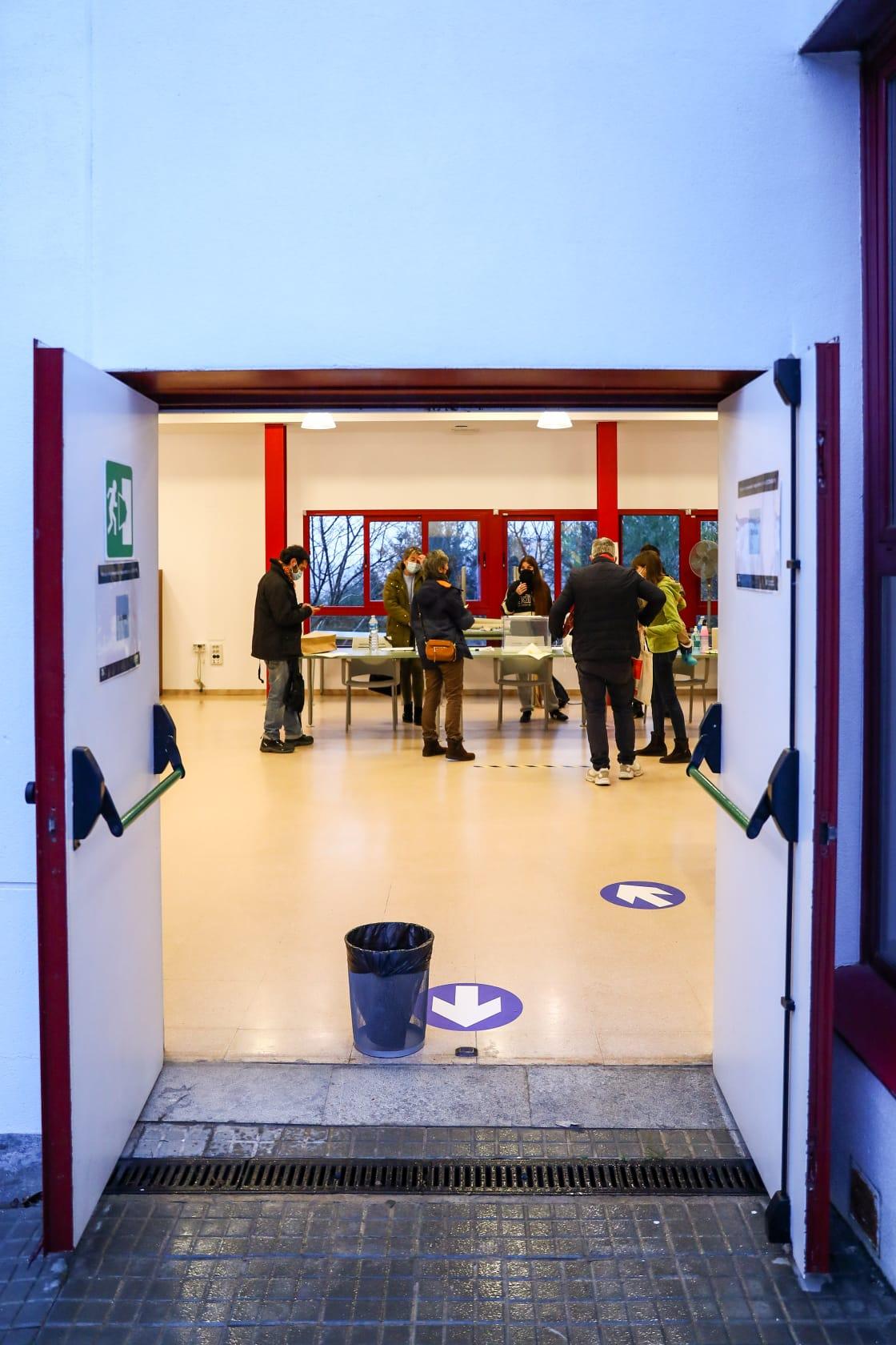 L'Escola Oficial d'Idiomes, preparada per acollir als votants. FOTO: Lali Puig