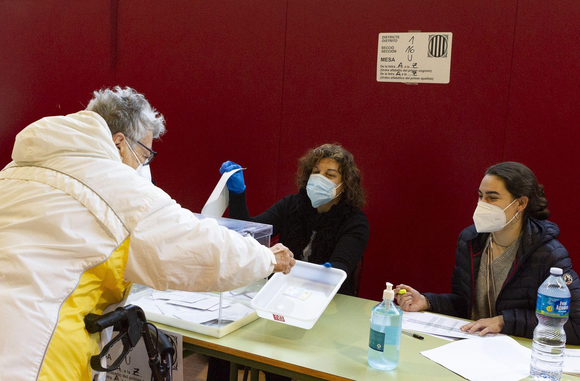 Votacions a l'escola Gerbert d'Orlach FOTO: Estefania Bedmar