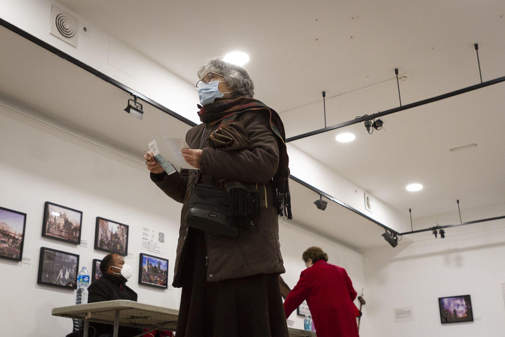 Eleccions al Parlament de Catalunya a la Casa de Cultura. FOTO: Estefania Bedmar