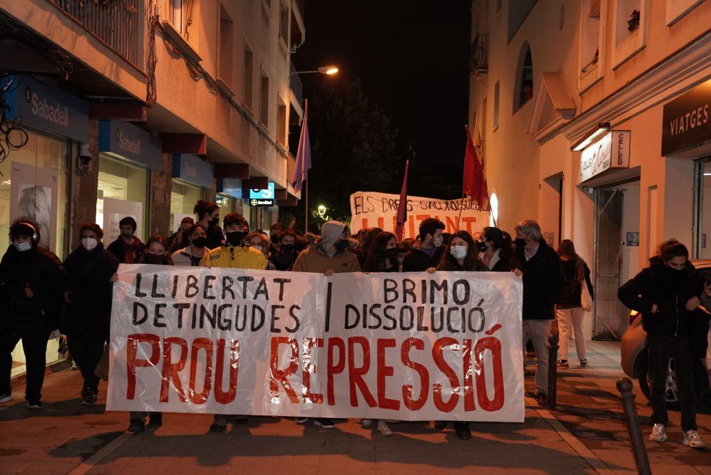 """Manifestació contra """"la brutalitat policial"""" a Sant Cugat. FOTO: Mariana Castel"""