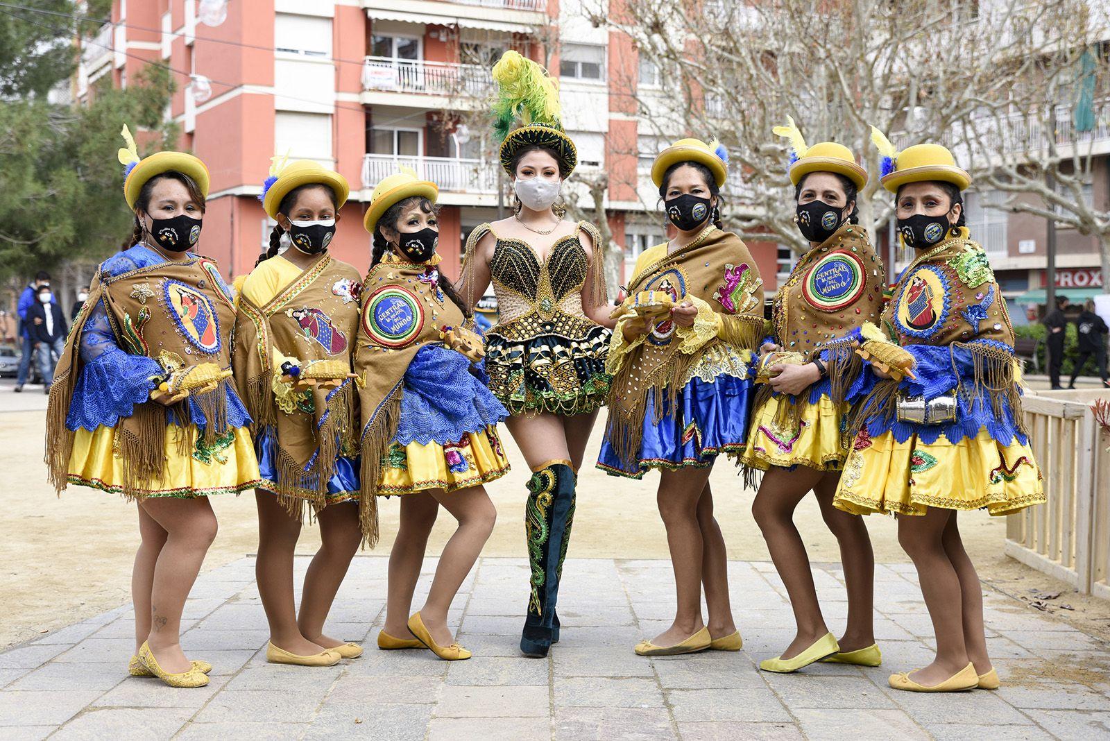Taller de danses Bolivianes amb l'Associació folklòrica i cultural caporales La Fraternidad. Comitè 8M Sant Cugat. Foto: Bernat Millet