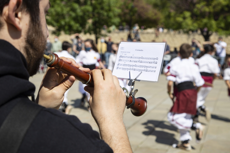 La cultura popular surt al carrer per Sant Jordi. FOTO: Àngel Bravo