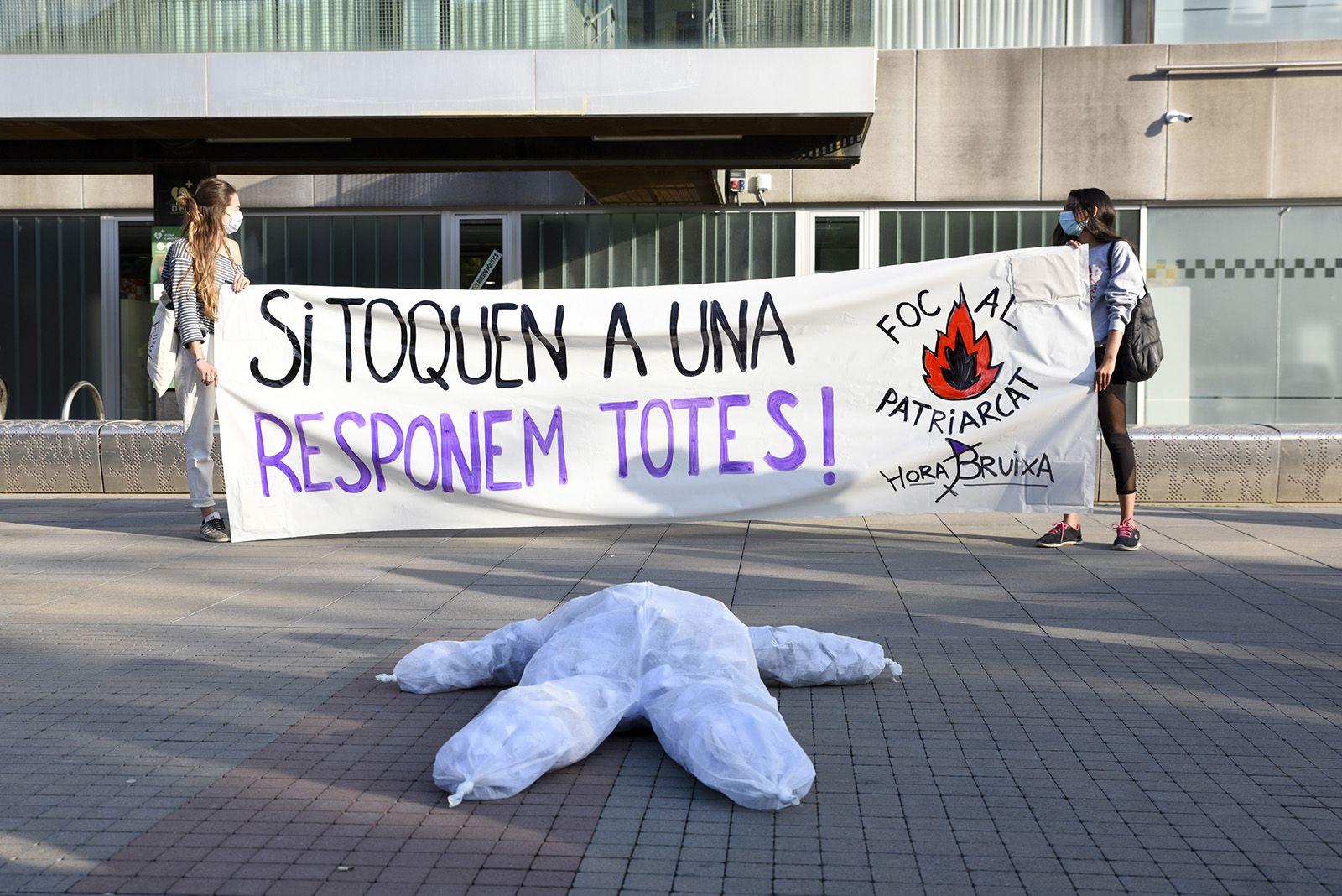 Concentració feminista denuncia l'abús sexual a una menor. Fotos Bernat Millet 2