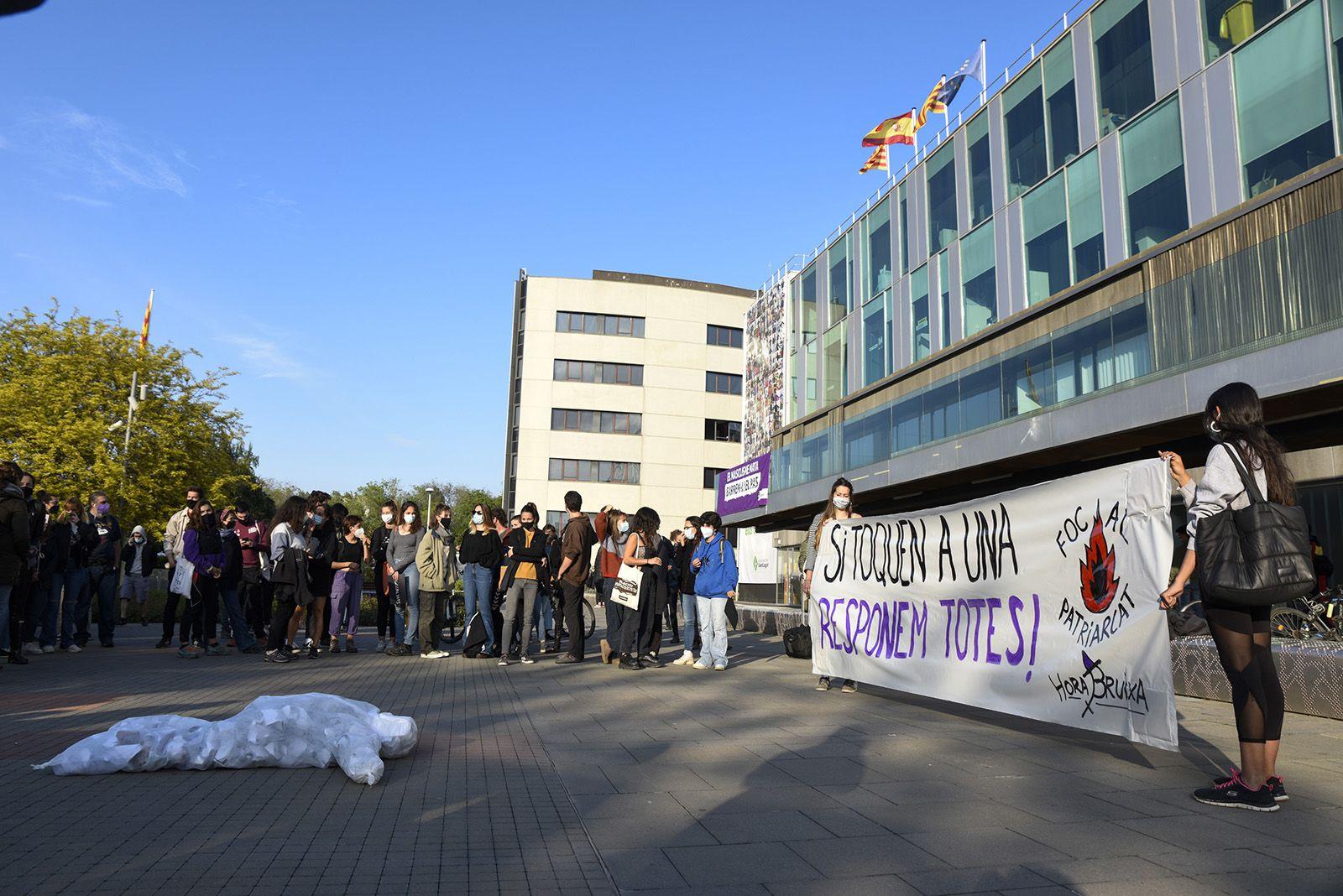Concentració feminista denuncia l'abús sexual a una menor. Fotos Bernat Millet 3