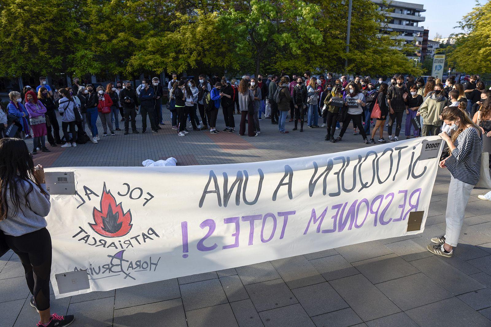 Concentració feminista denuncia l'abús sexual a una menor. Fotos Bernat Millet 4