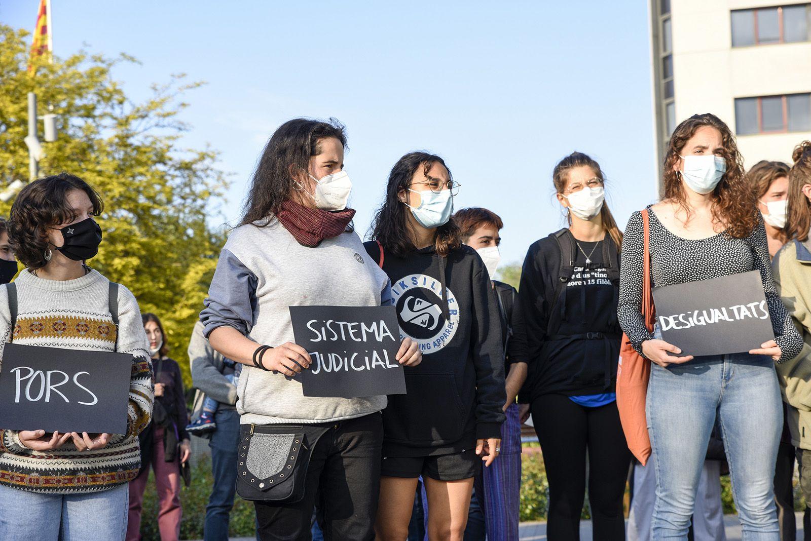 Concentració feminista denuncia l'abús sexual a una menor. Fotos Bernat Millet 6