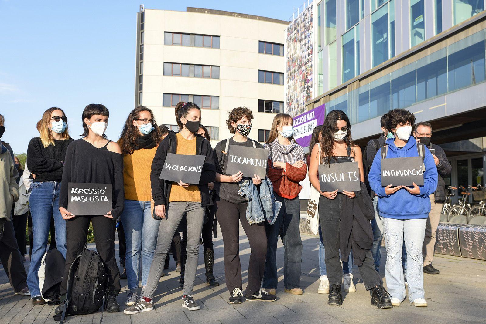 Concentració feminista denuncia l'abús sexual a una menor. Fotos Bernat Millet 7
