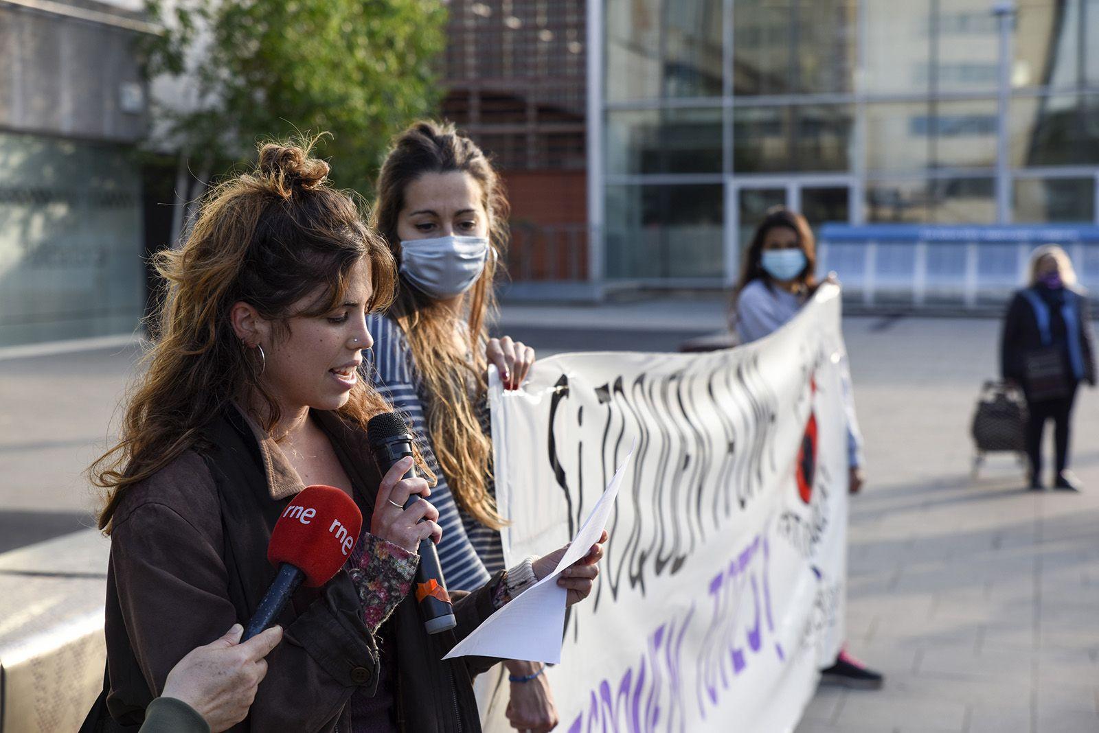 Concentració feminista denuncia l'abús sexual a una menor. Fotos Bernat Millet 8