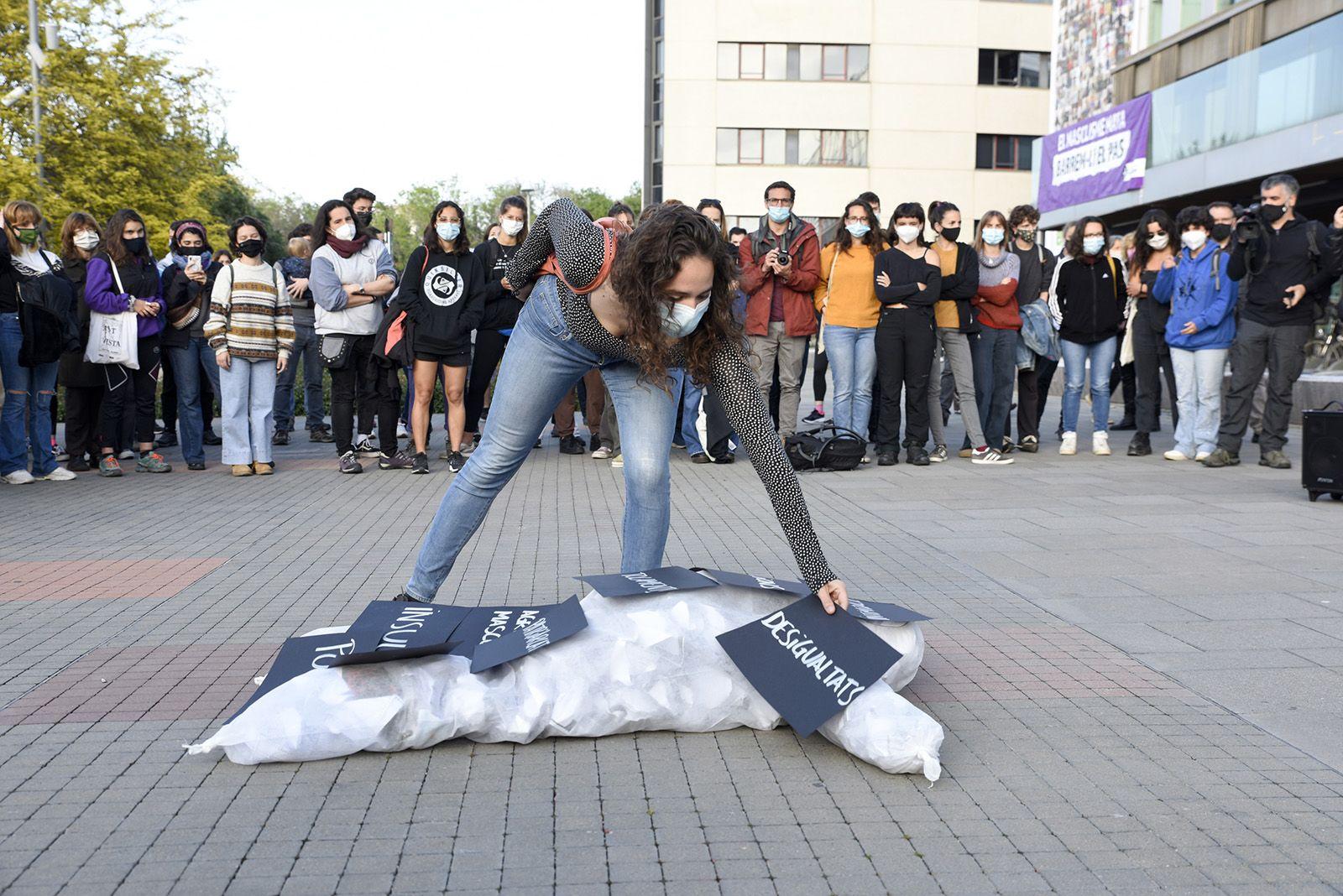 Concentració feminista denuncia l'abús sexual a una menor. Fotos Bernat Millet 12