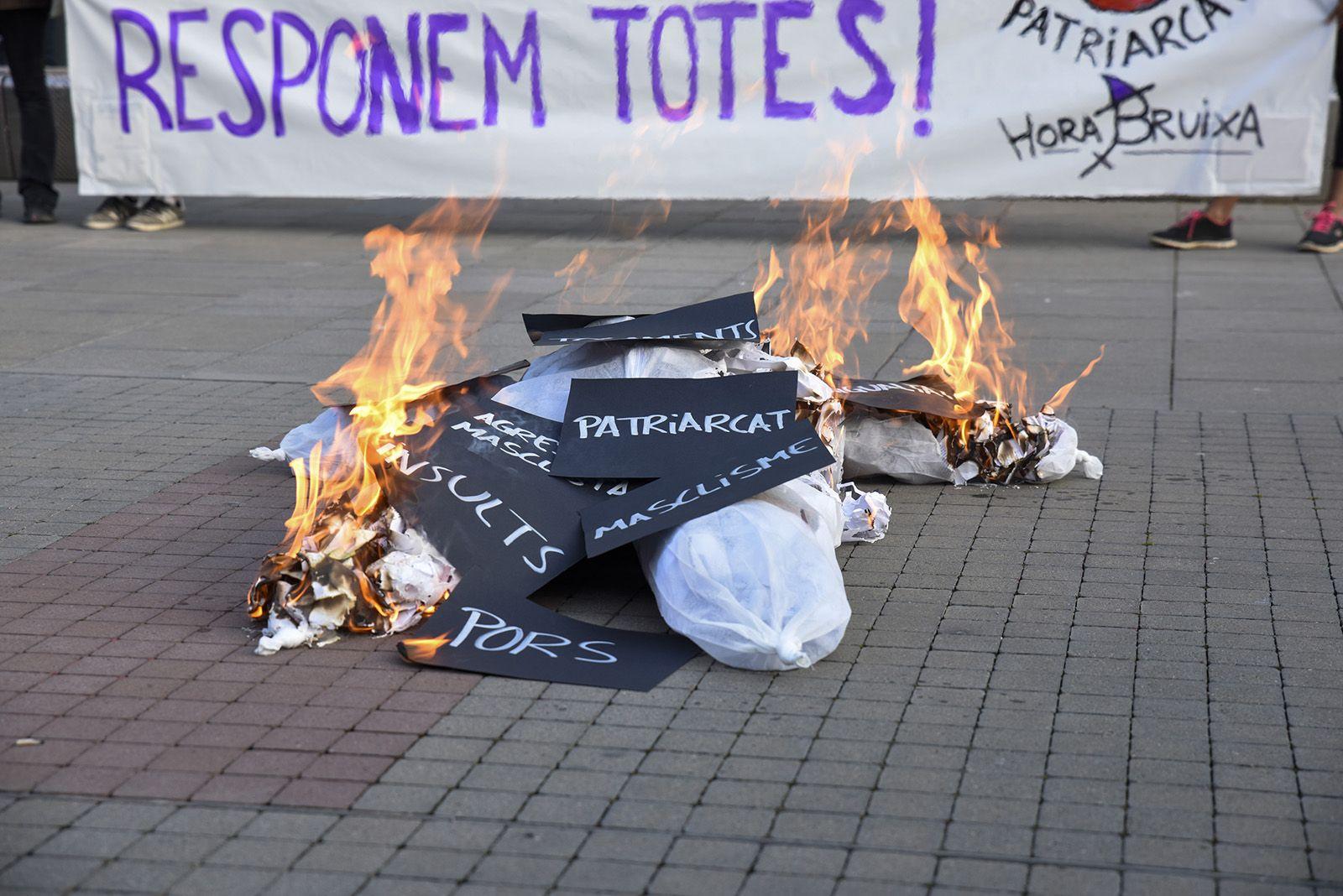 Concentració feminista denuncia l'abús sexual a una menor. Fotos Bernat Millet 15