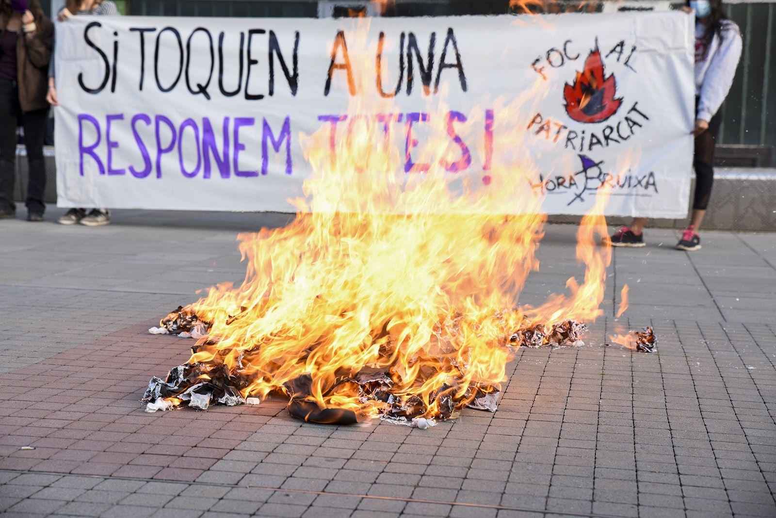 Concentració feminista denuncia l'abús sexual a una menor. Fotos Bernat Millet 18
