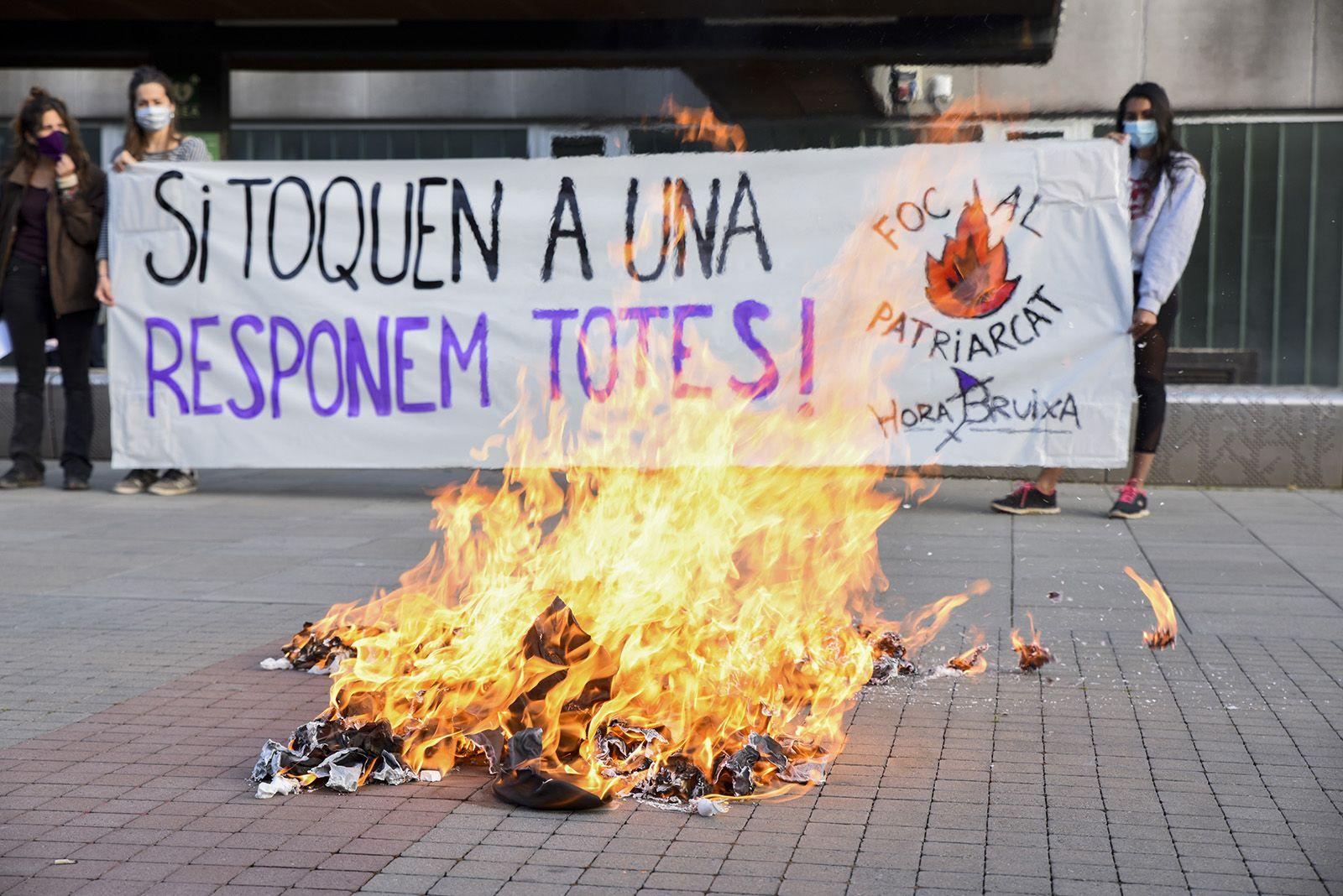 Concentració feminista denuncia l'abús sexual a una menor. Fotos Bernat Millet 19