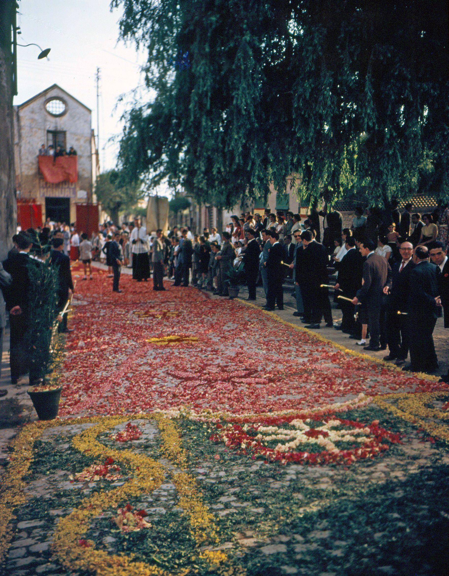 Dia de Corpus de 1954 a la plaça del Dr. Galtés. FOTO: Octavia Galceran