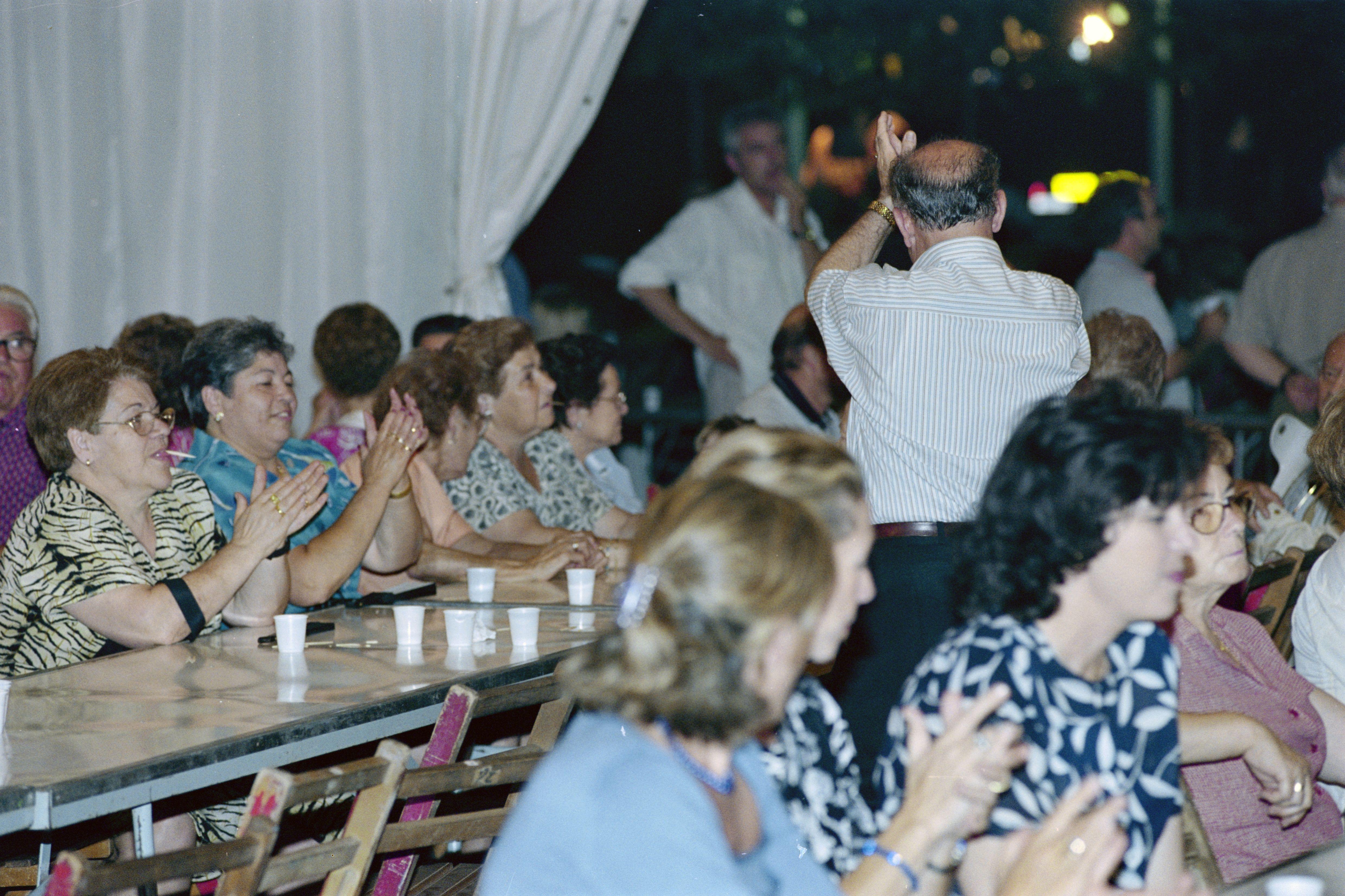 Inauguració de la caseta del Centre Popular Andaluz en la Festa Major del 2000. FOTO: Arxiu