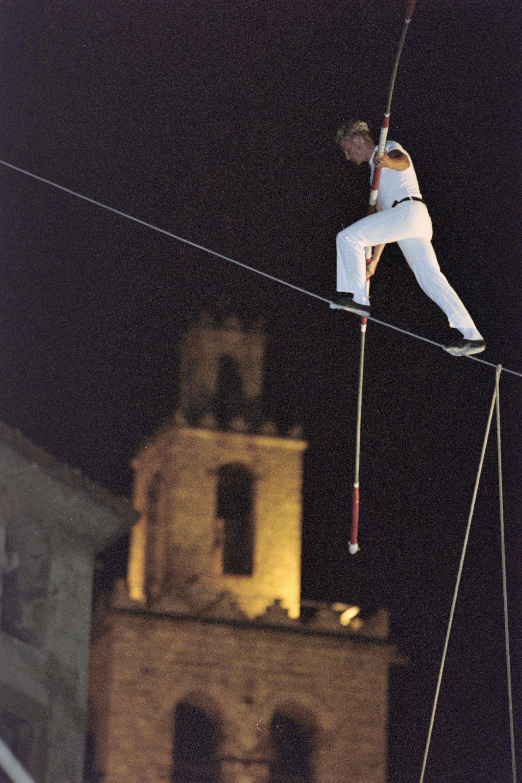 Gran espectacle aeri en la Festa Major del 2002. FOTO: Arxiu