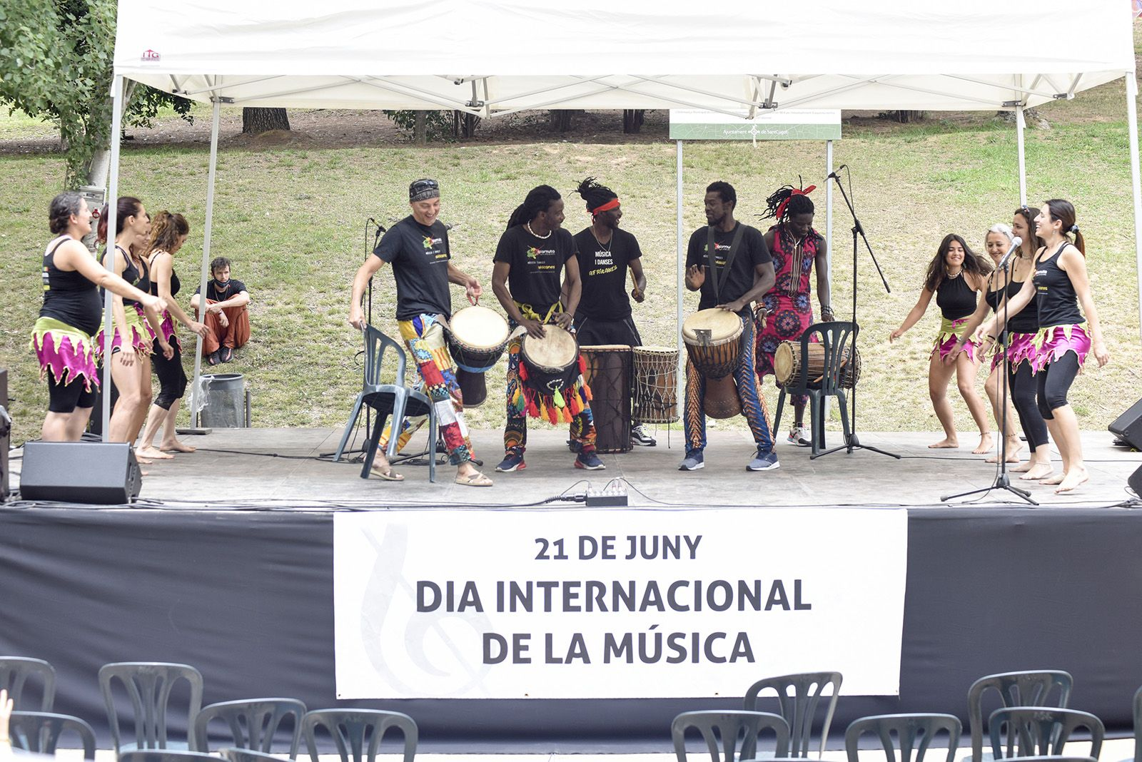 "Afro Alamuta ""Afroshow"". Foto: Bernat Millet."
